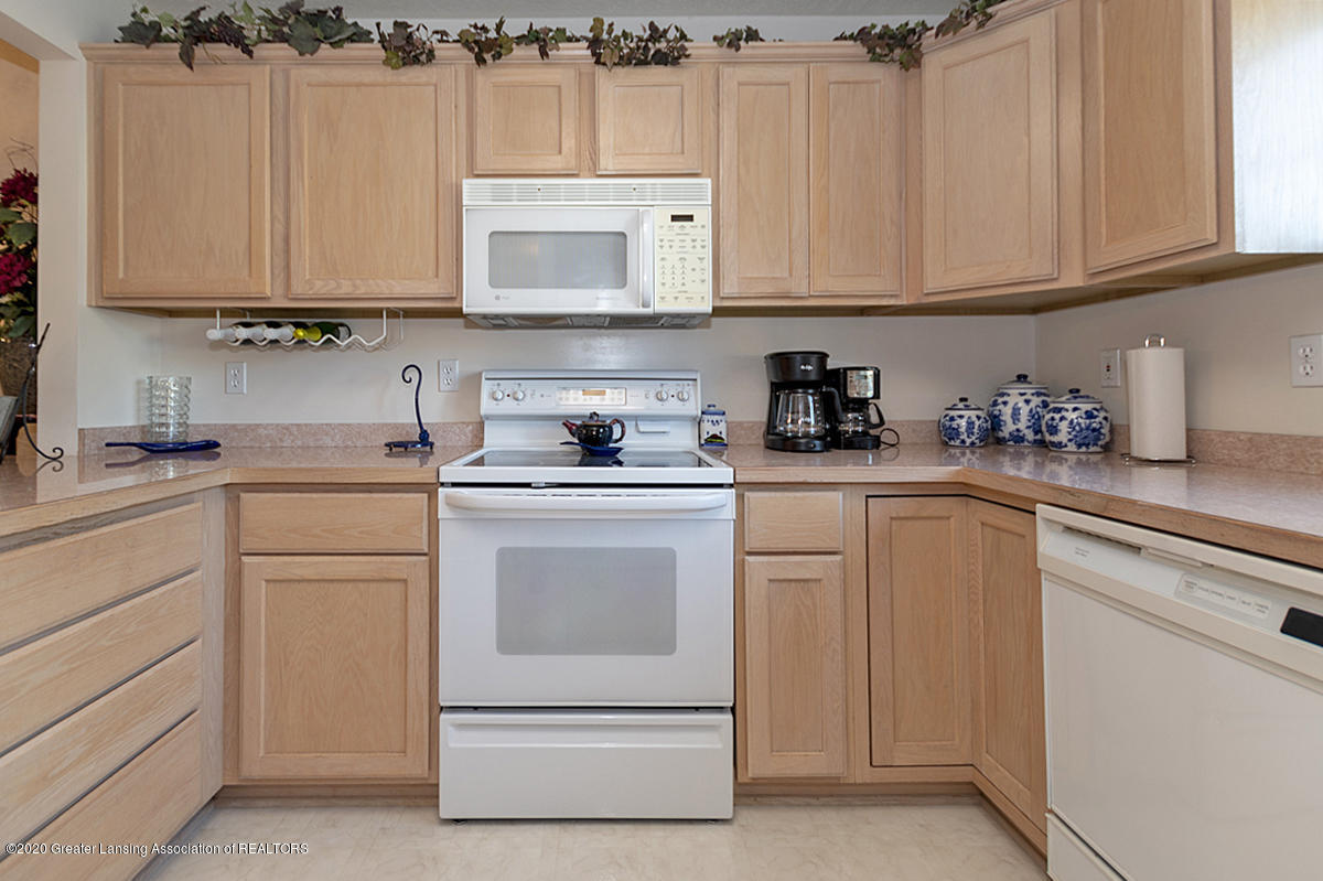 6025 Vienna Way - (10) MAIN FLOOR Kitchen - 11