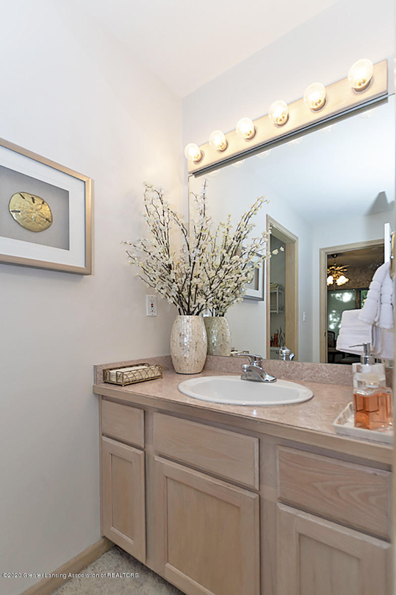 6025 Vienna Way - (19) MAIN FLOOR Master Bathroom - 20