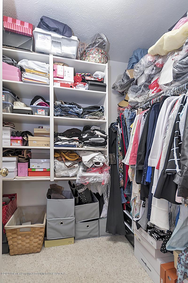 6025 Vienna Way - (21) MAIN FLOOR Master Walk-in Closet - 22