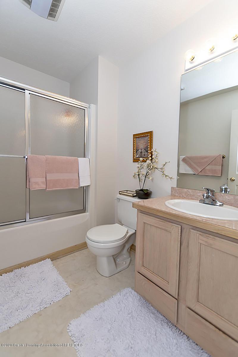 6025 Vienna Way - (23) MAIN FLOOR Full Bathroom - 24