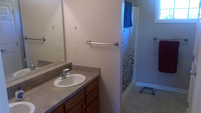 1207 Sunrise Dr - Bathroom 1 - 42