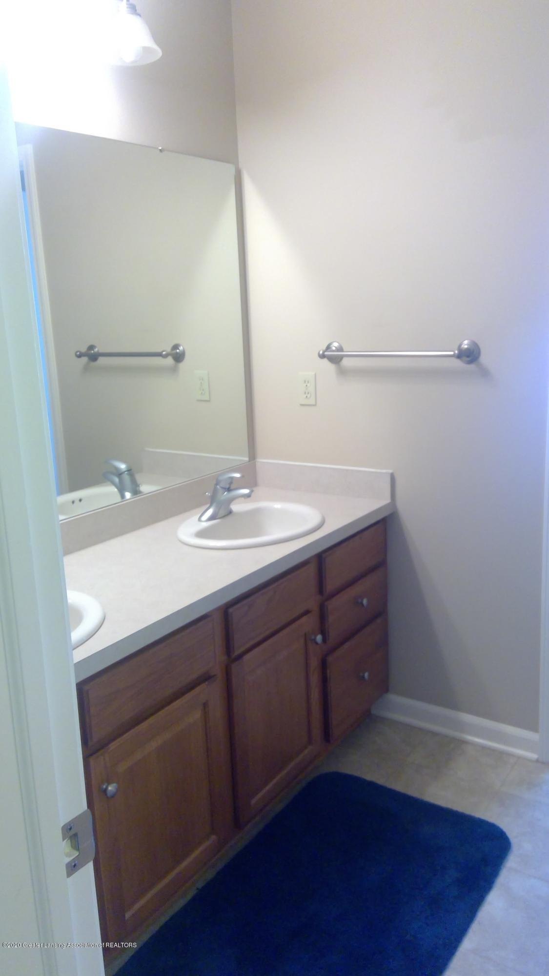 1207 Sunrise Dr - Bathroom 2 - 43