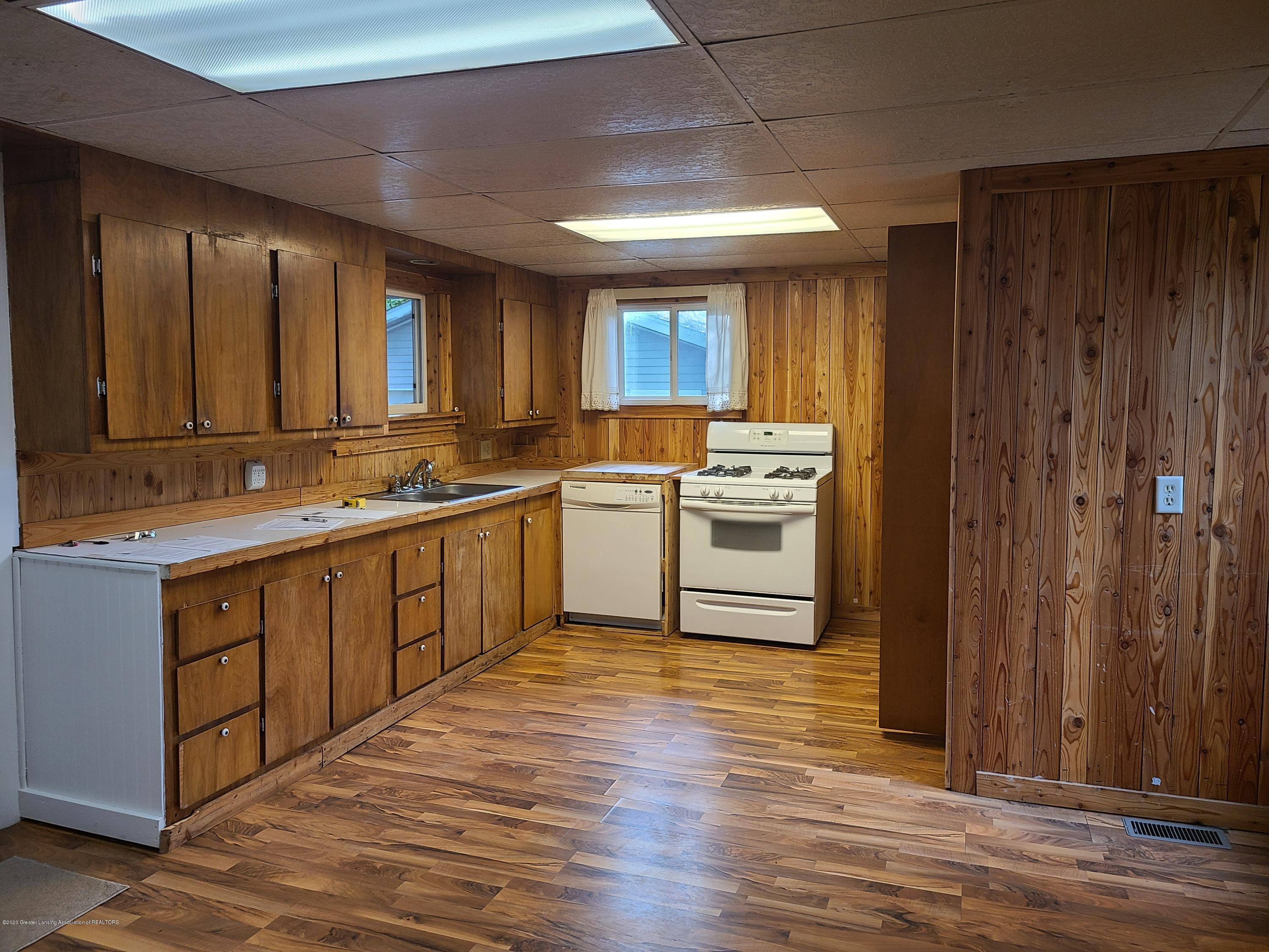 710 Summit St - KITCHEN - 6