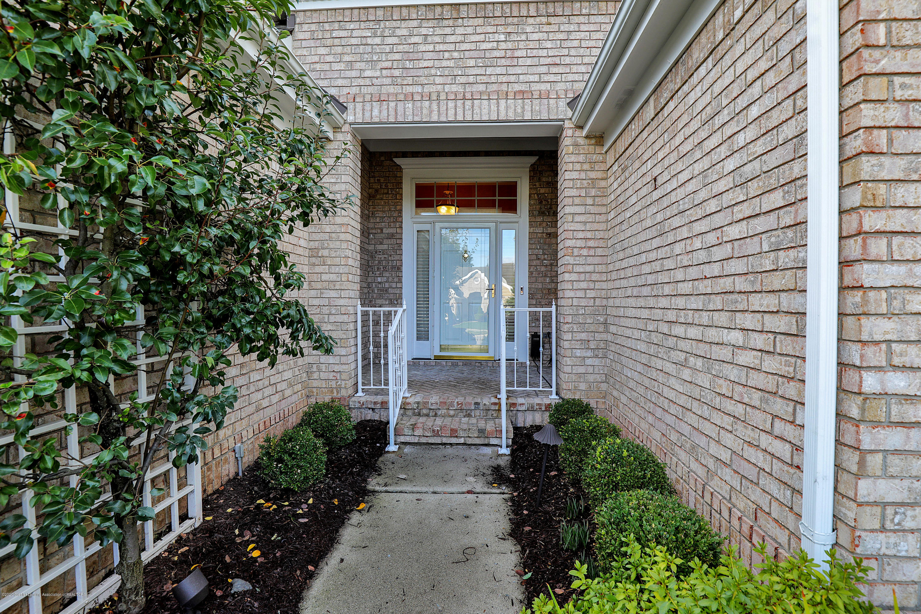 6143 E Longview Dr - Front entry way - 3