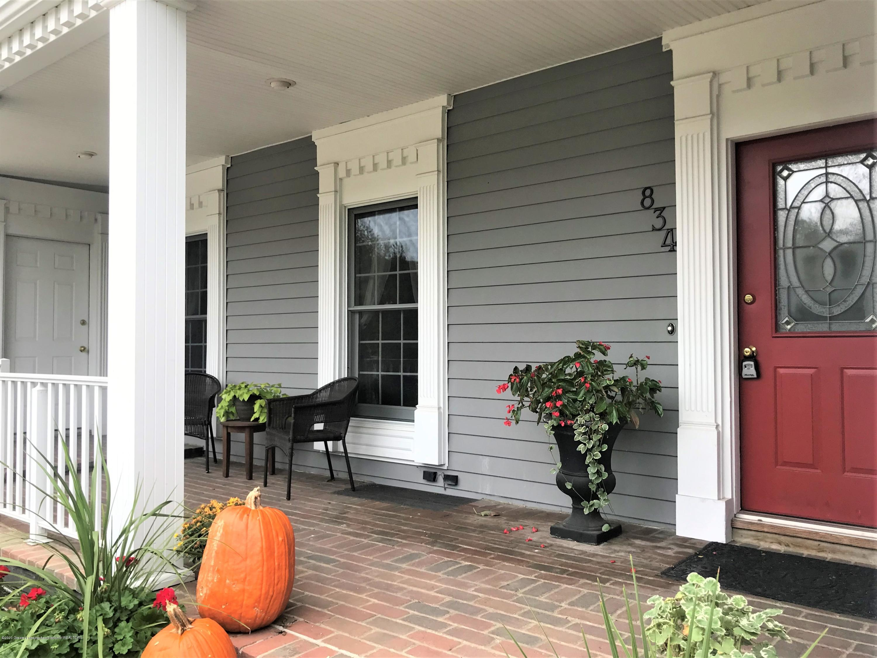 834 Rosewood Ave - Front Porch - 45