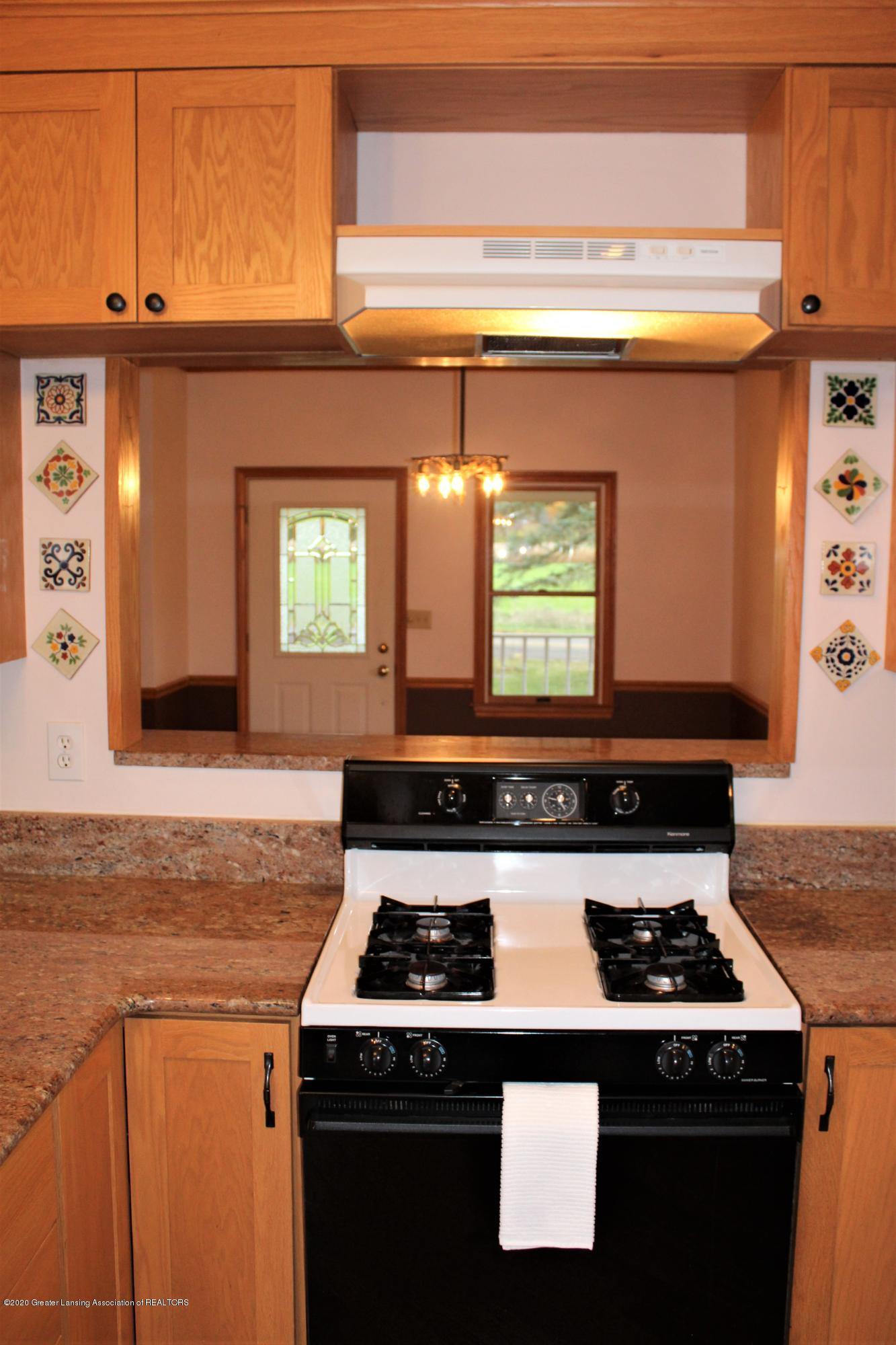 7682 Laingsburg Rd - KITCHEN TO DINING RM - 19
