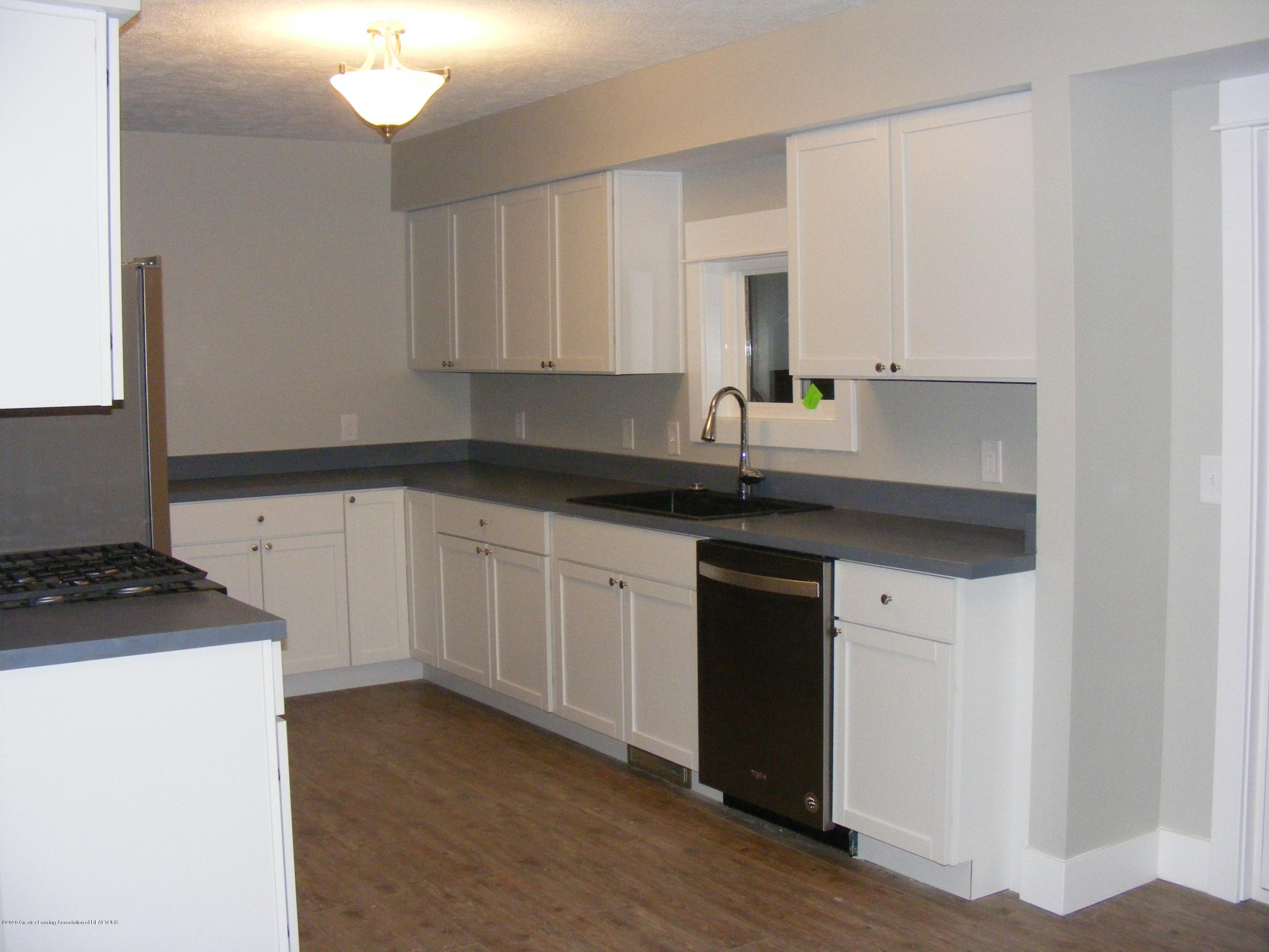 8061 Walters Hwy - kitchen - 16