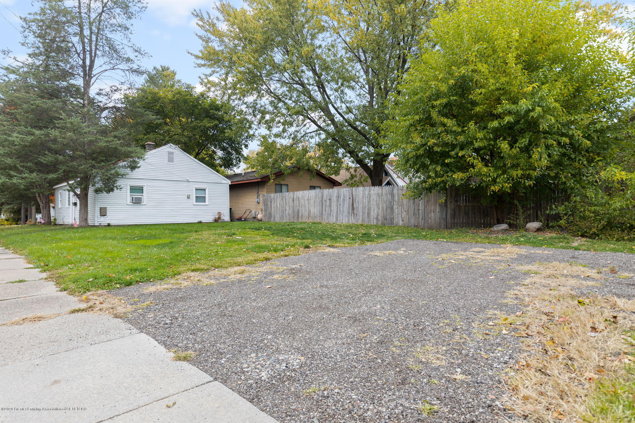 1218 Lenore Ave - Yard - 18