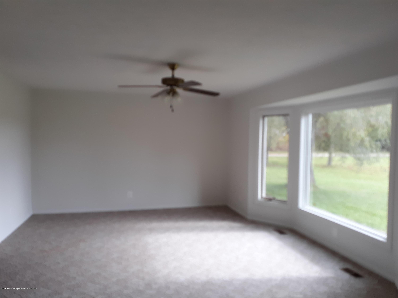865 Barry Rd - Living Room - 8