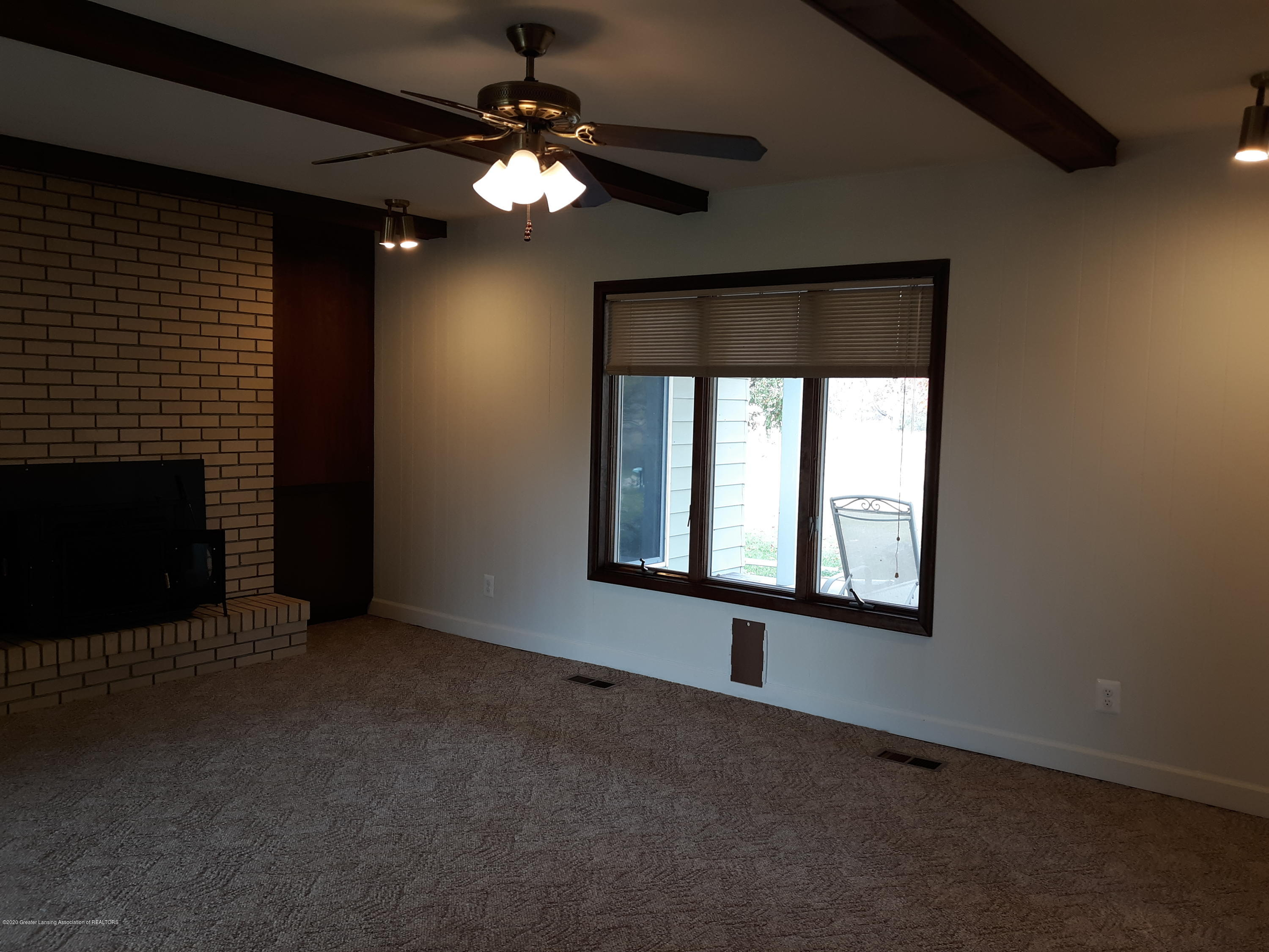 865 Barry Rd - Family Room - 10
