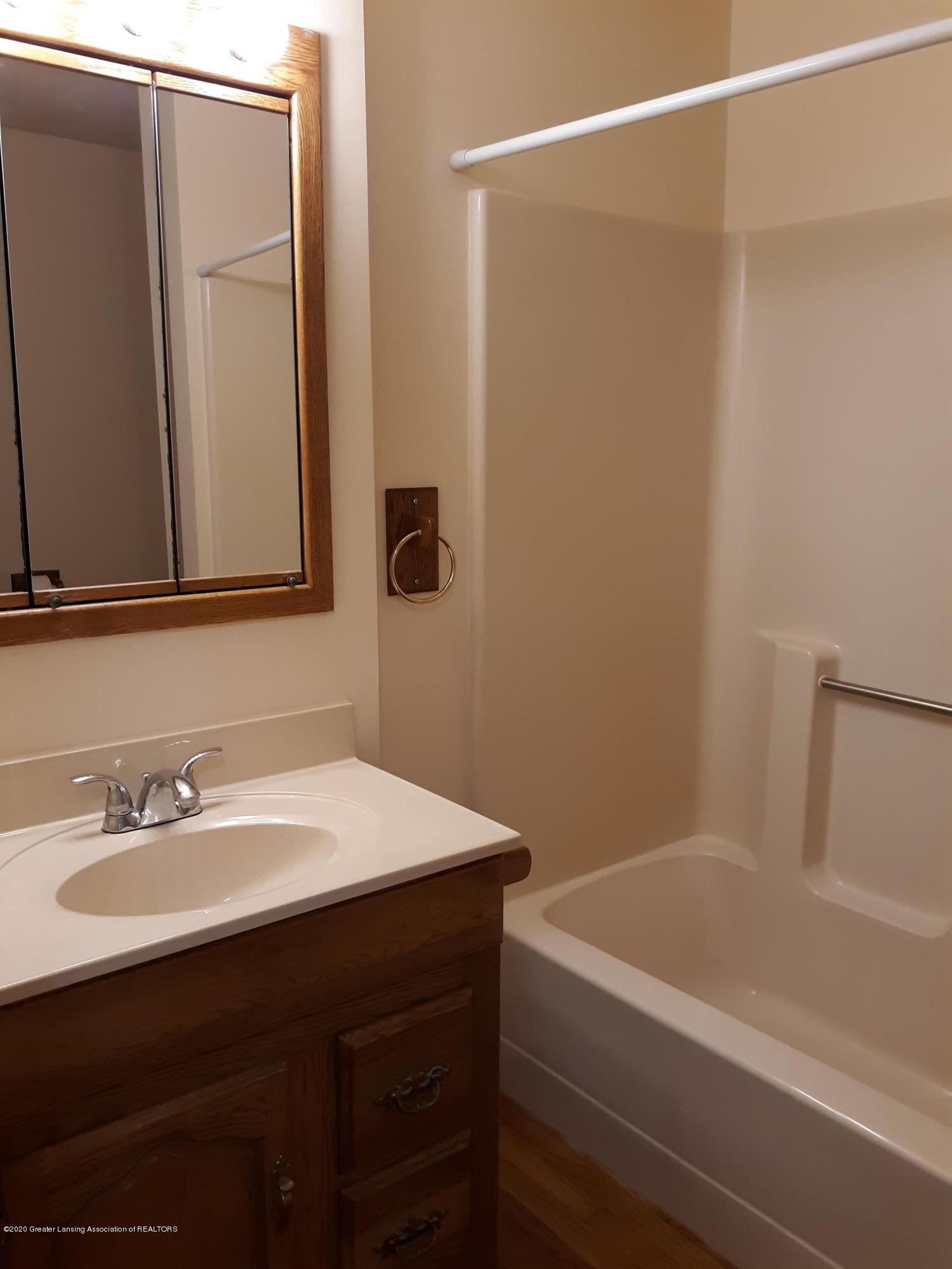 865 Barry Rd - Full Bath #2 - 26