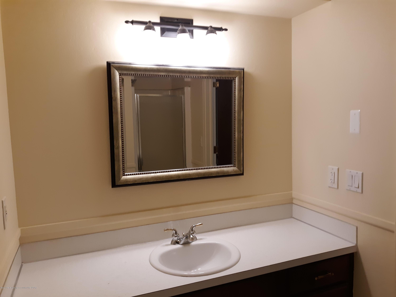 865 Barry Rd - Full Bath #1 - 25