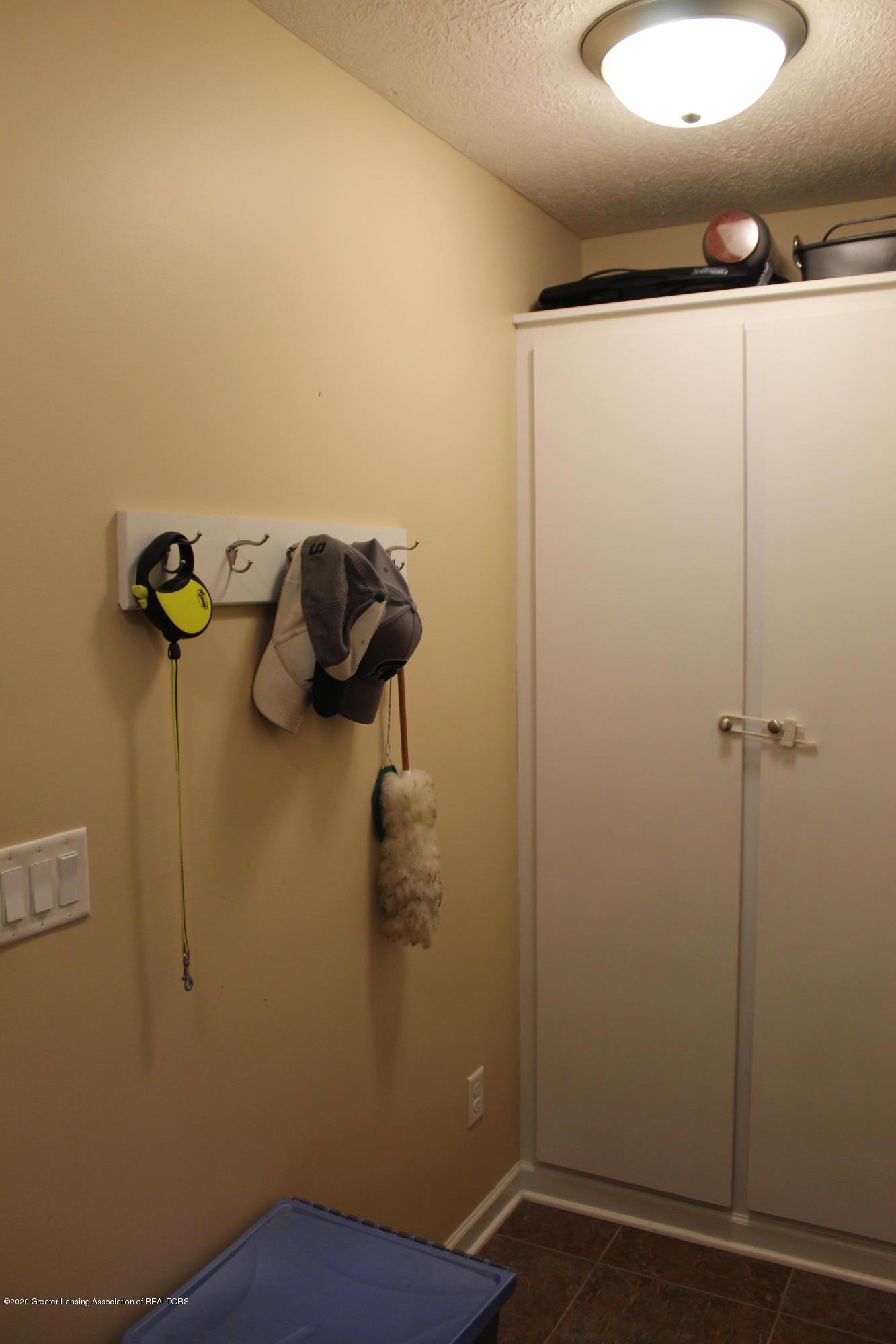 3233 Crandell Dr - 9 Mud Room - 11