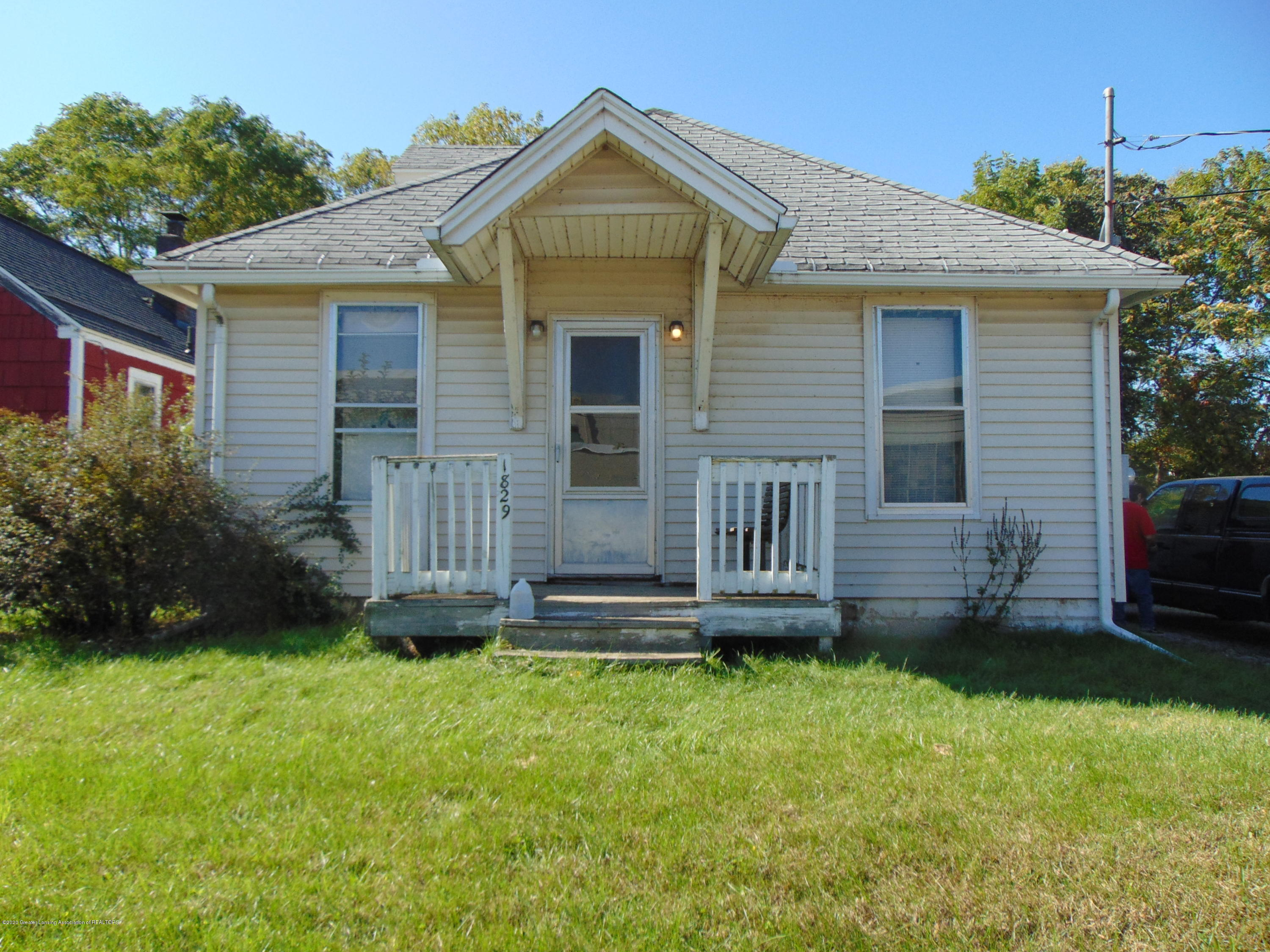 1829 Sunset Ave - sunset pic 11 - 1