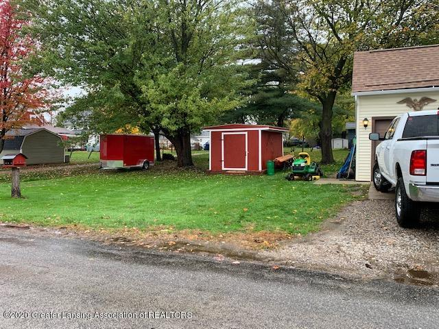 1421 Donald St - Front Yard - 25