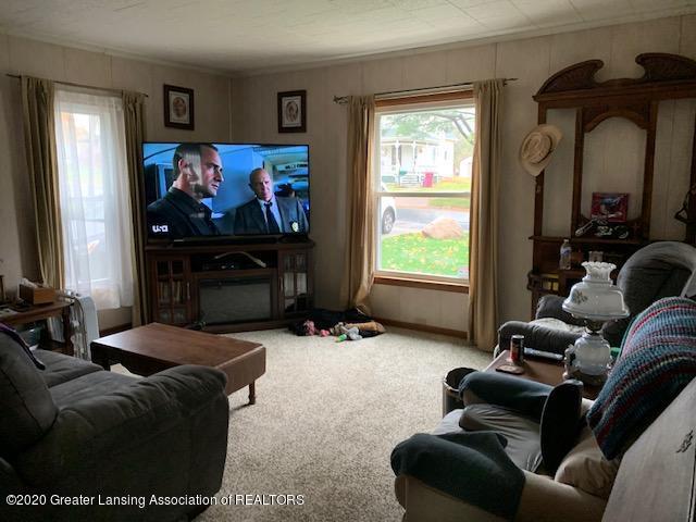 1421 Donald St - Living Room - 9