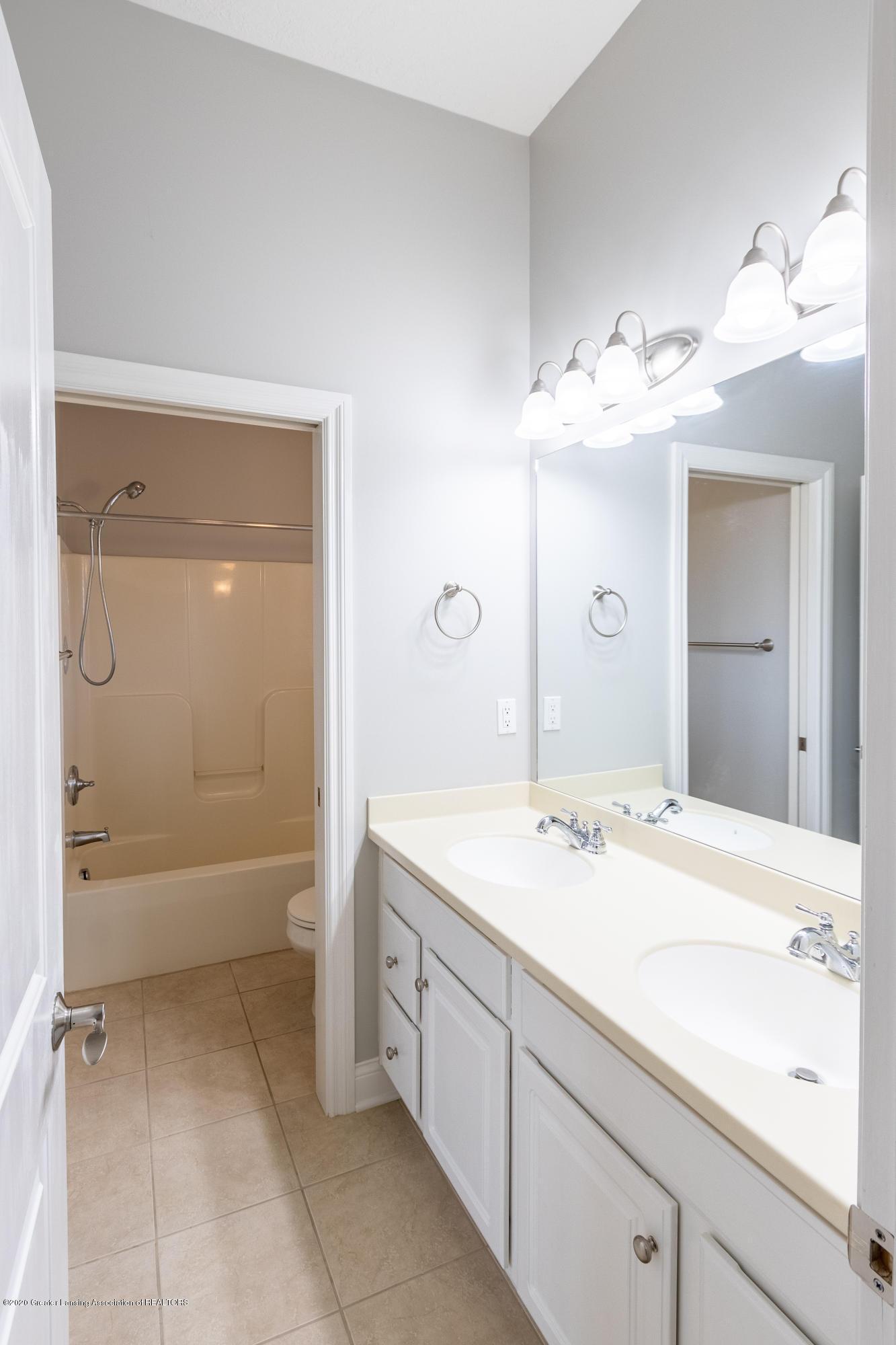 3929 Baulistrol Dr - Bedroom 1 & 2 Connected Full Bath - 36
