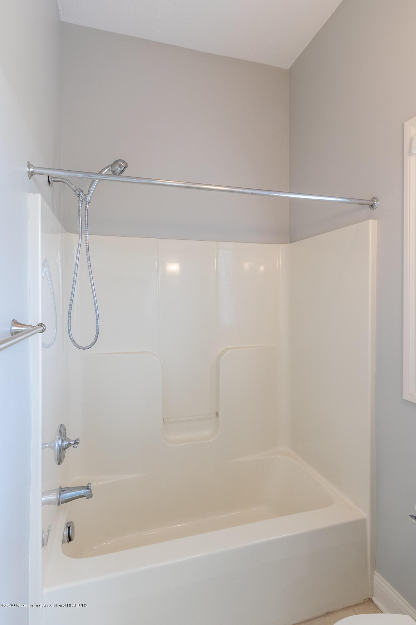 3929 Baulistrol Dr - Full Bath - 37