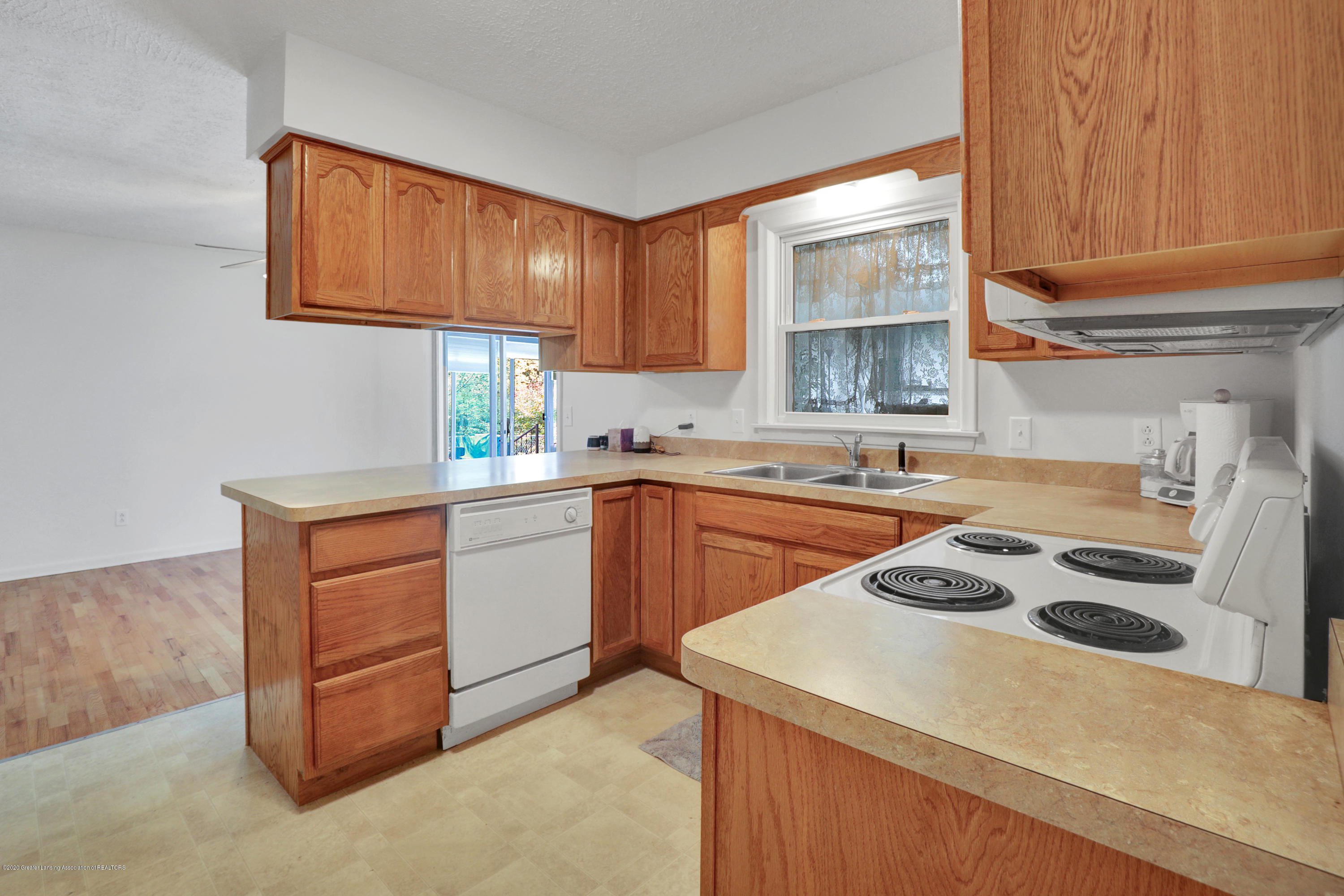 12981 Dundee Dr - Kitchen - 10
