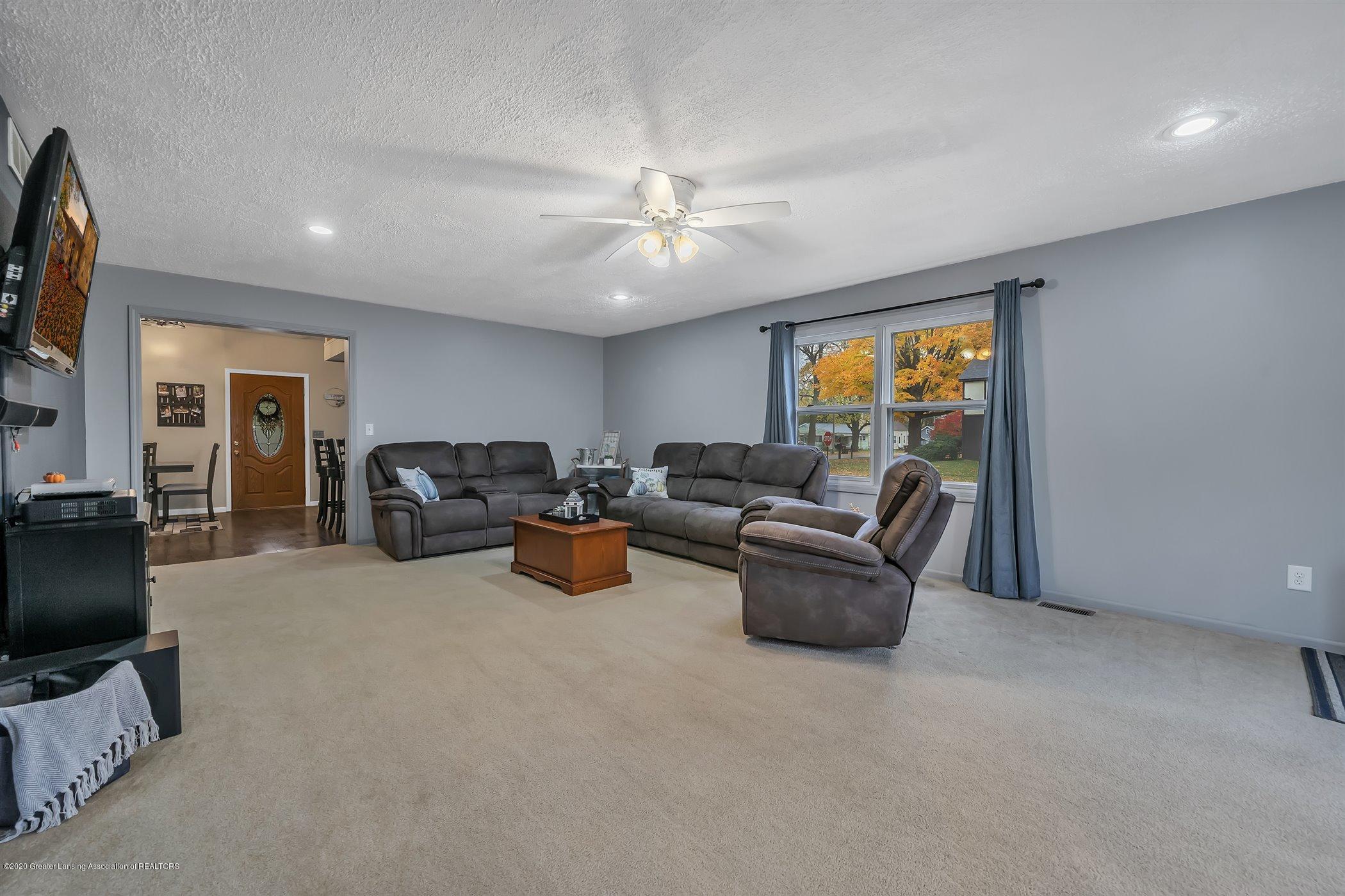 328 E 2nd St - (9) MAIN FLOOR Living Room - 10