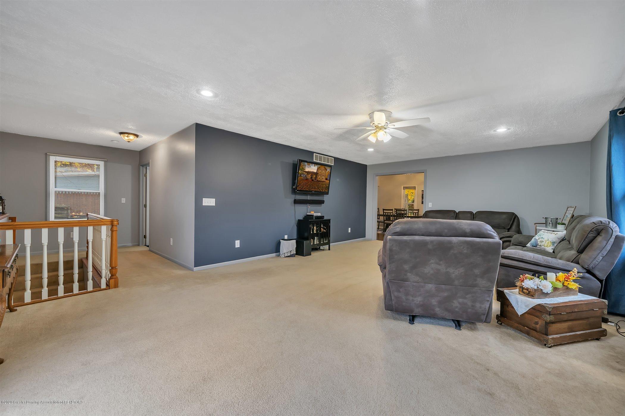 328 E 2nd St - (10) MAIN FLOOR Living Room - 11