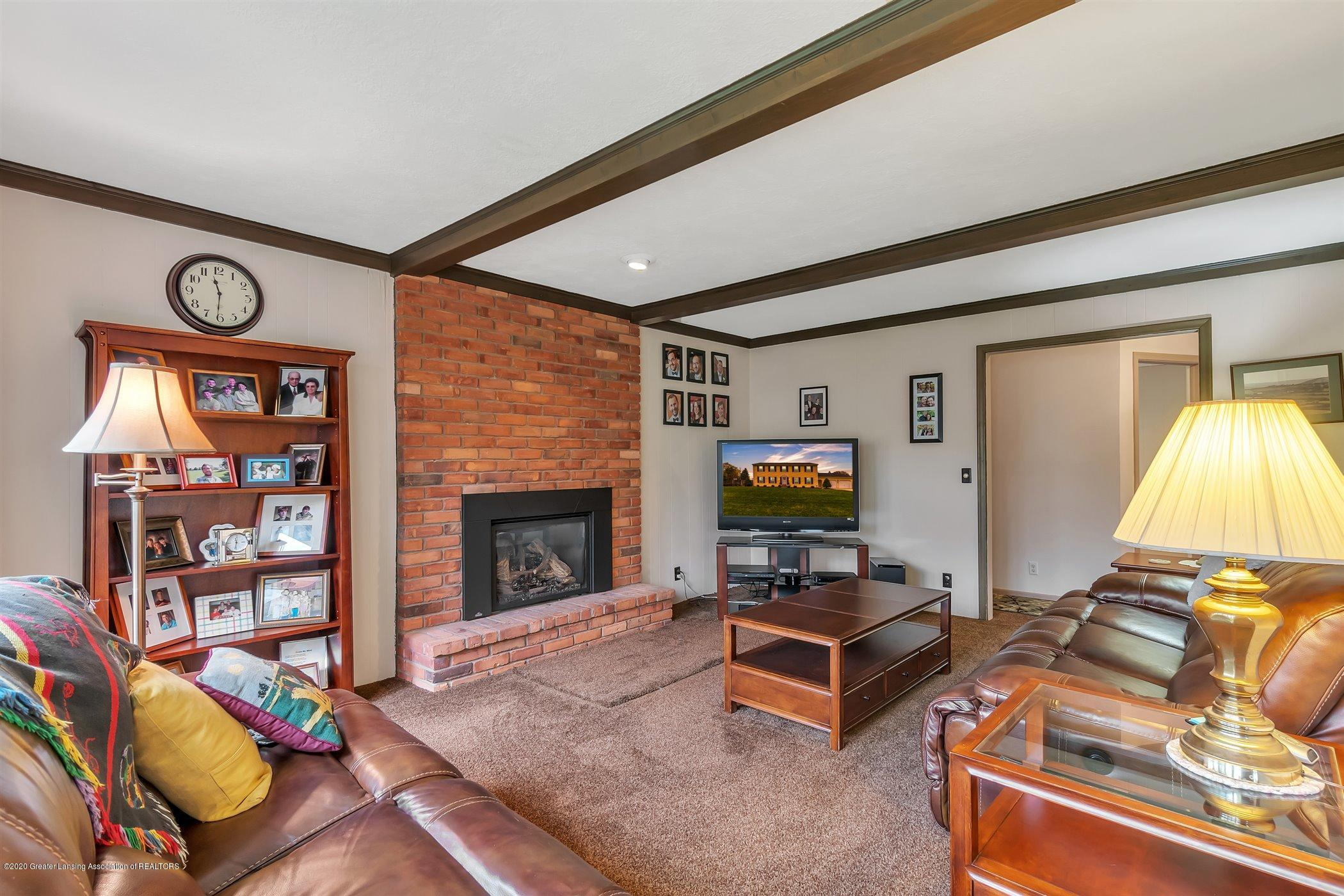 2098 Butternut Dr - Family Room with Gas Fireplace - 18