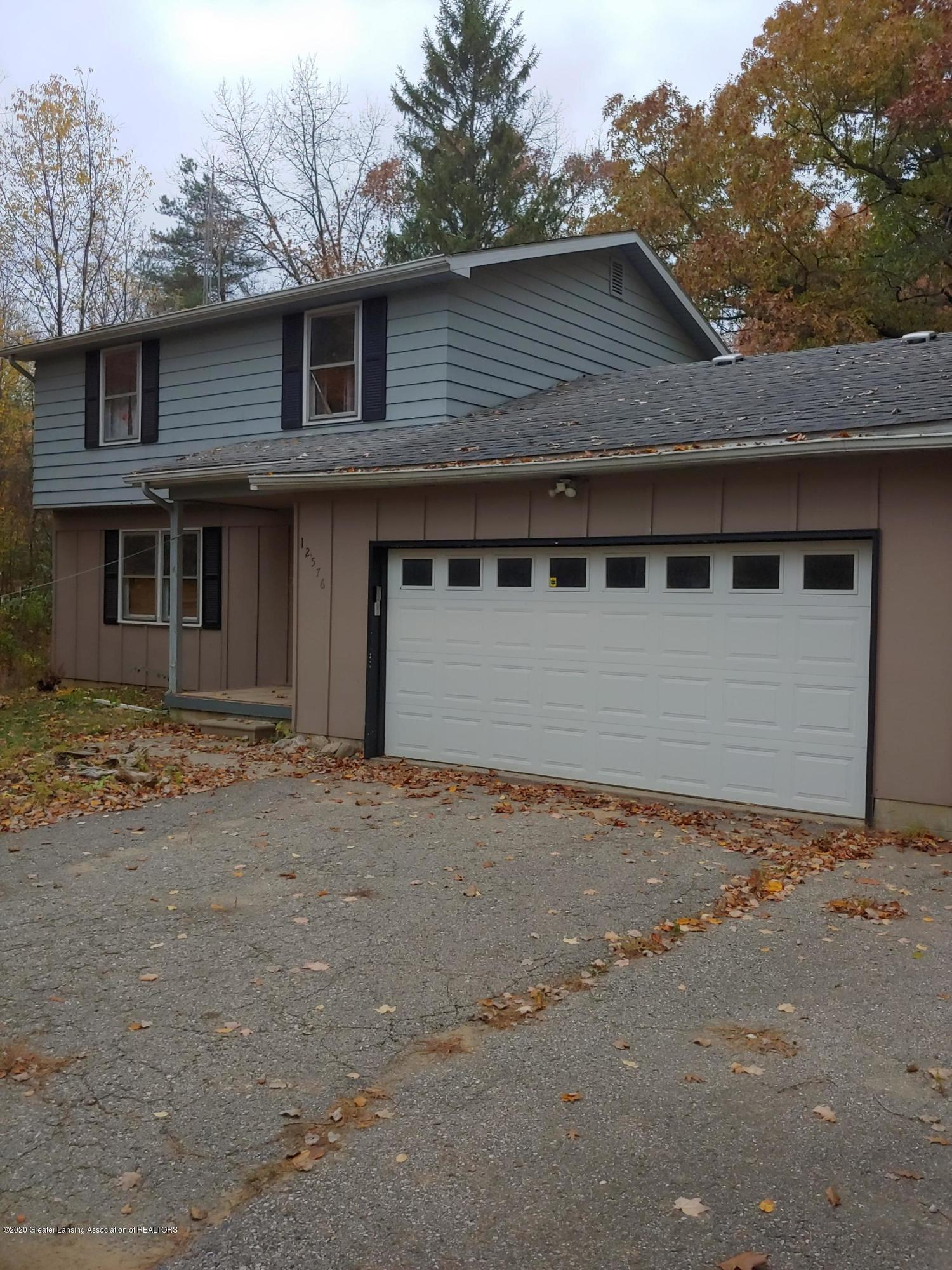 12576 Spruce Ln - front photo - 1