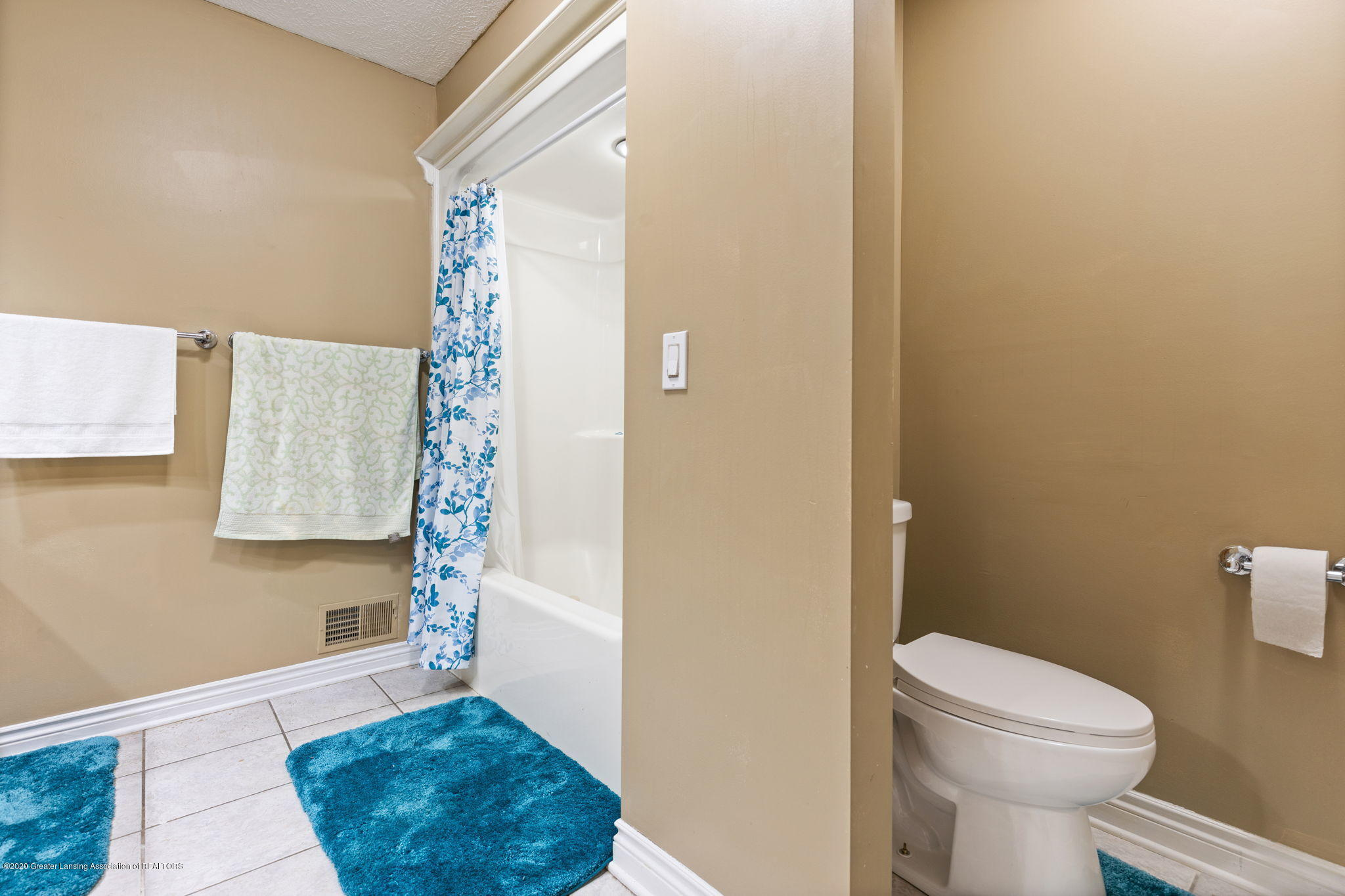 300 Jolly Rd - 56-web-or-mls-1P6A8713 - 56