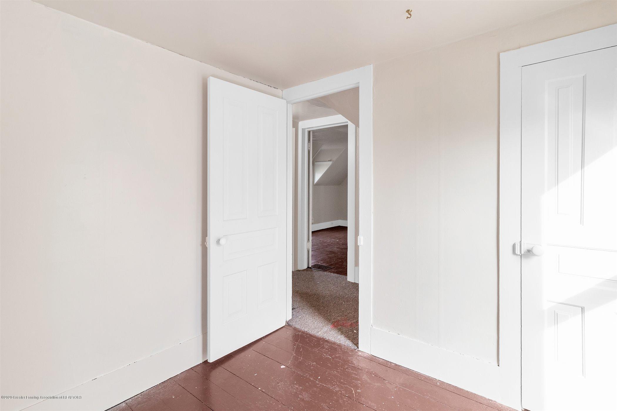 114 E Knight St - Upstairs bedroom - 26