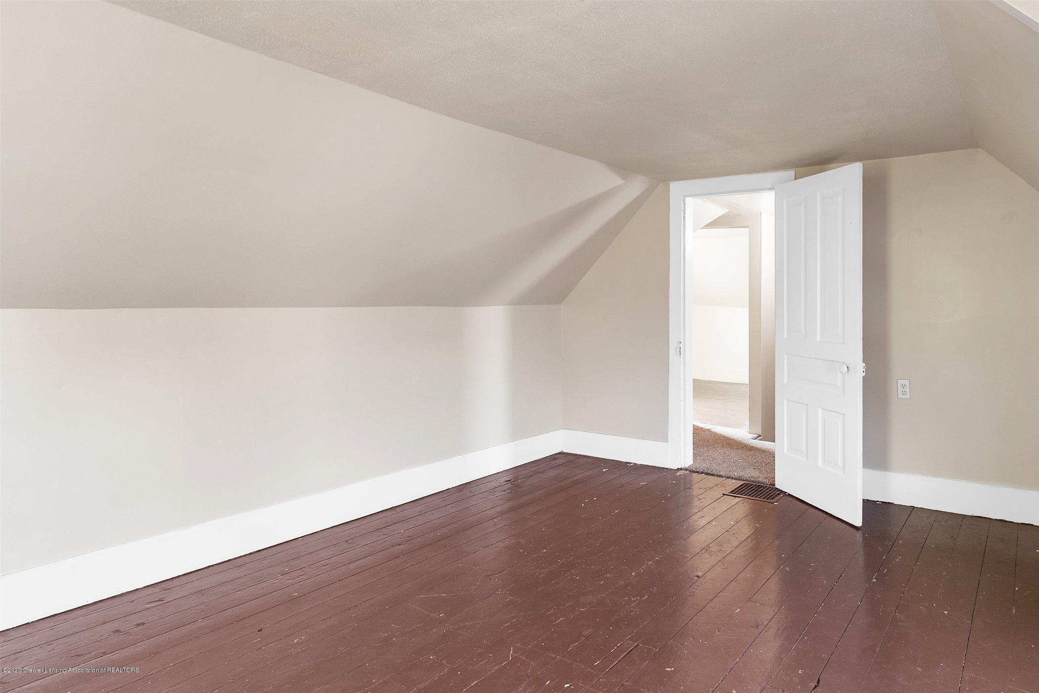 114 E Knight St - Upstairs bedroom #1 - 23