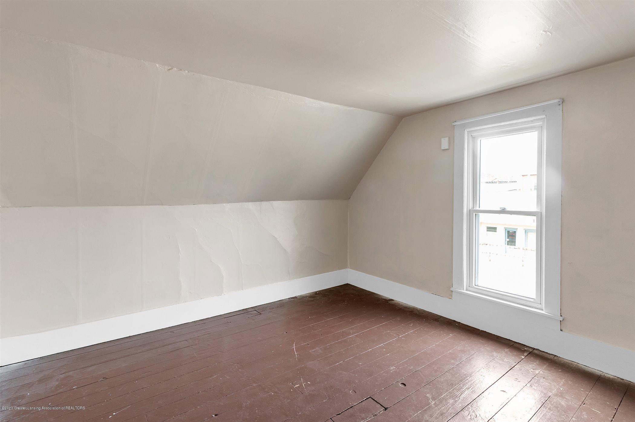 114 E Knight St - Upstairs Bedroom #3 - 25