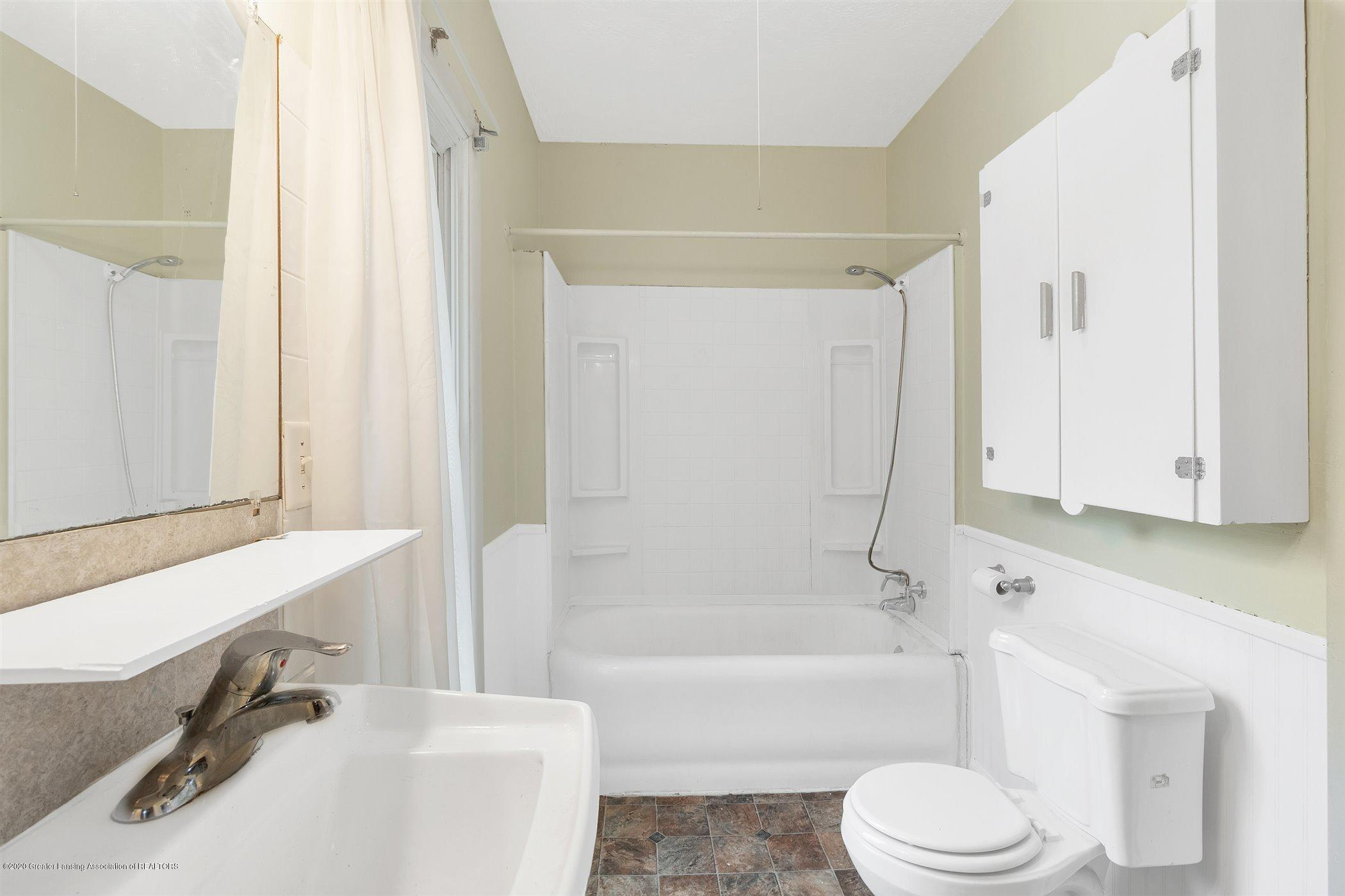 114 E Knight St - Bathroom - 21