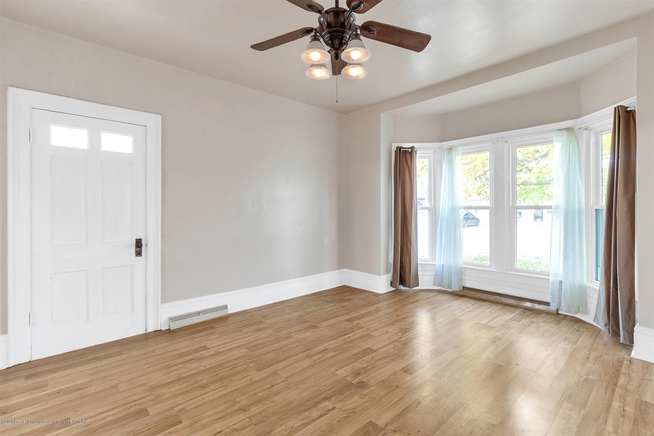 114 E Knight St - Living room - 12