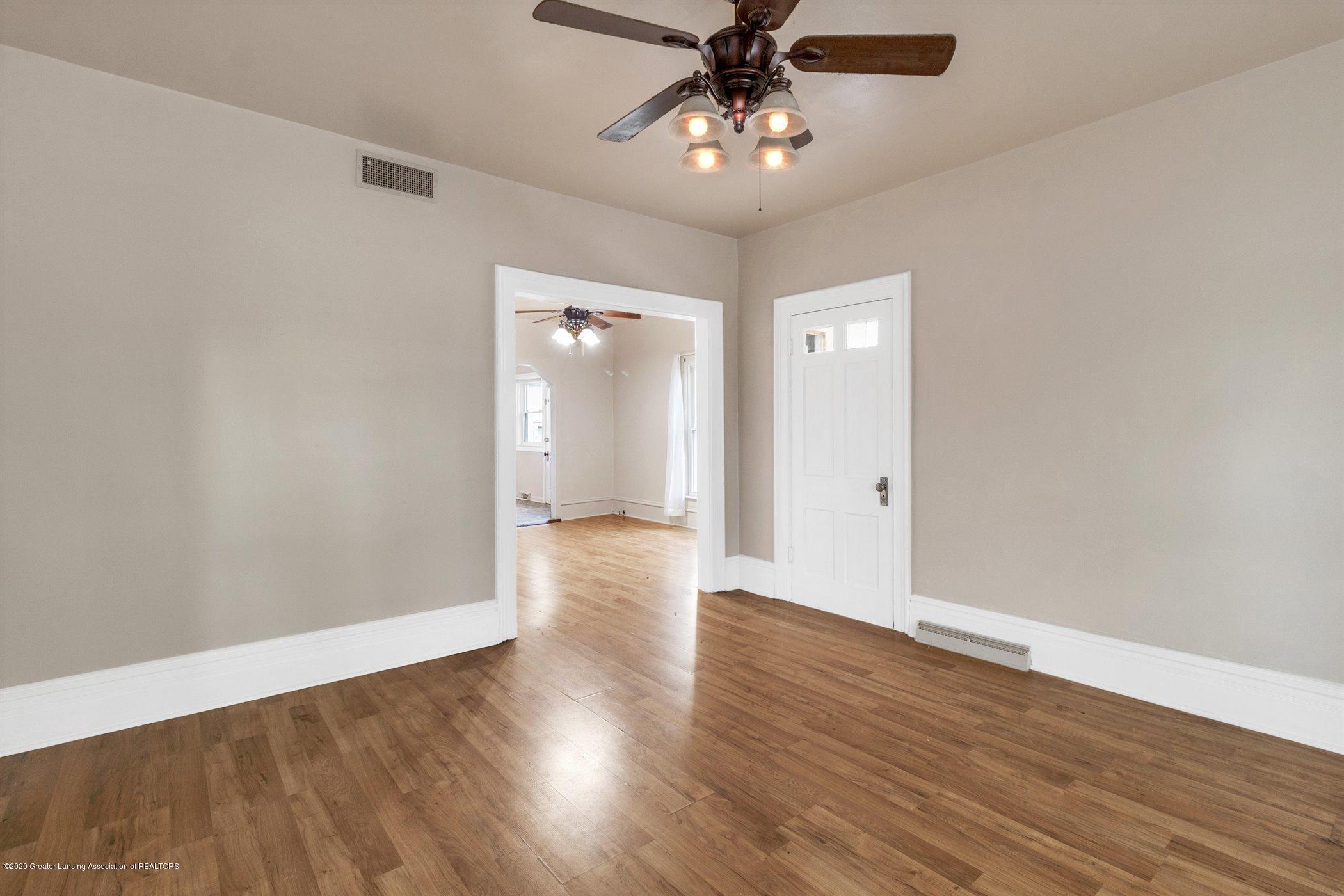 114 E Knight St - Living room - 13