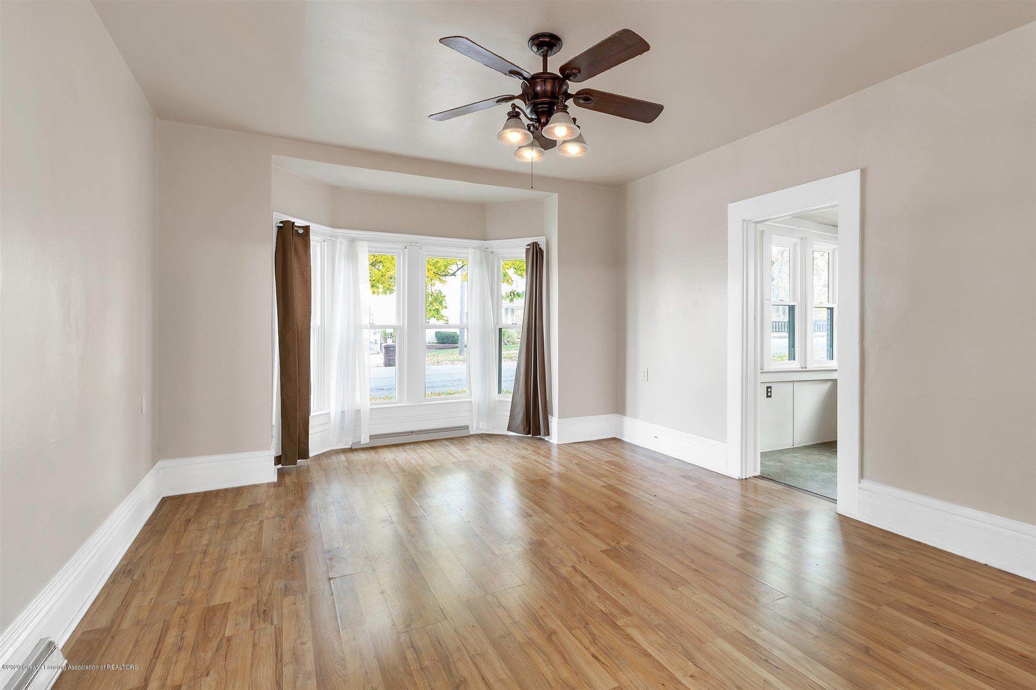 114 E Knight St - Living room - 14