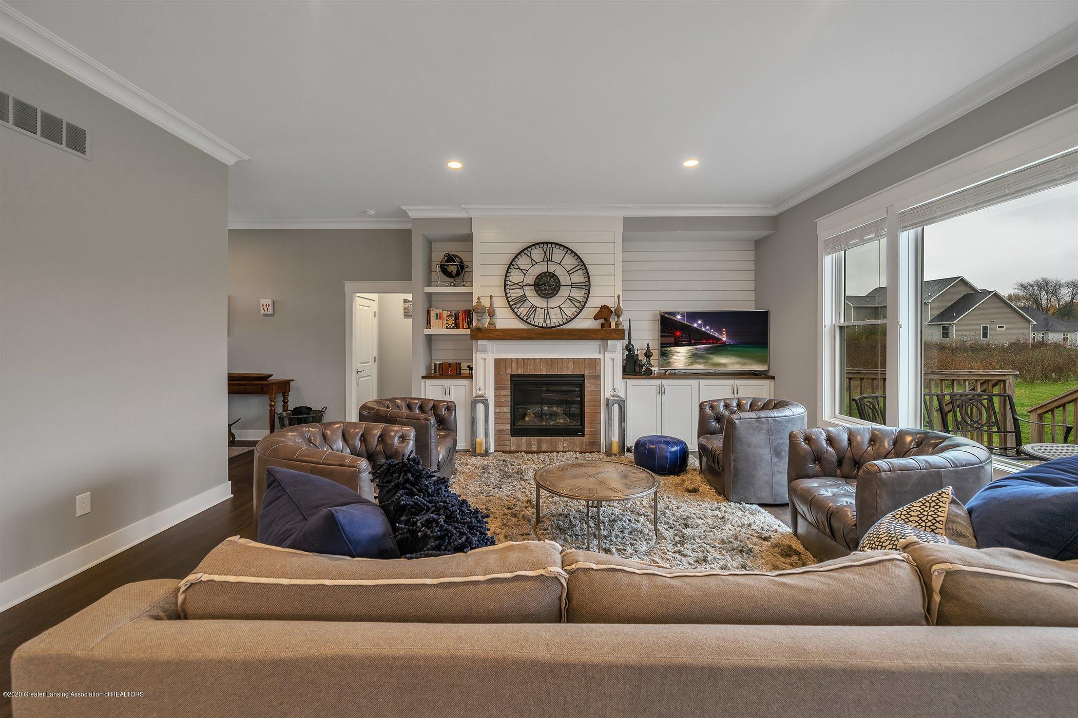 6090 Sleepy Hollow Ln - (3) MAIN FLOOR Living Room - 3