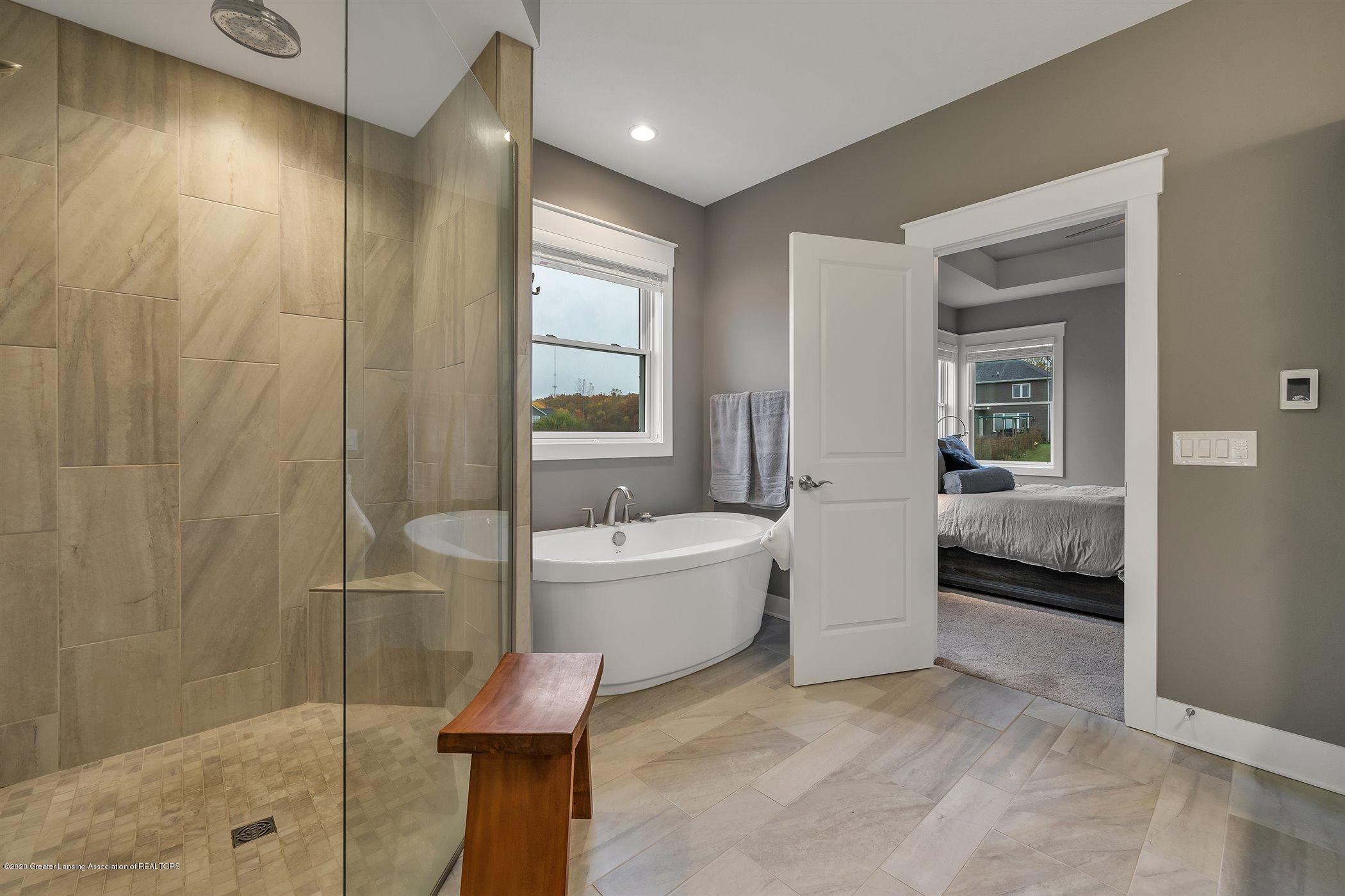 6090 Sleepy Hollow Ln - (23) MAIN FLOOR Master Bathroom - 24