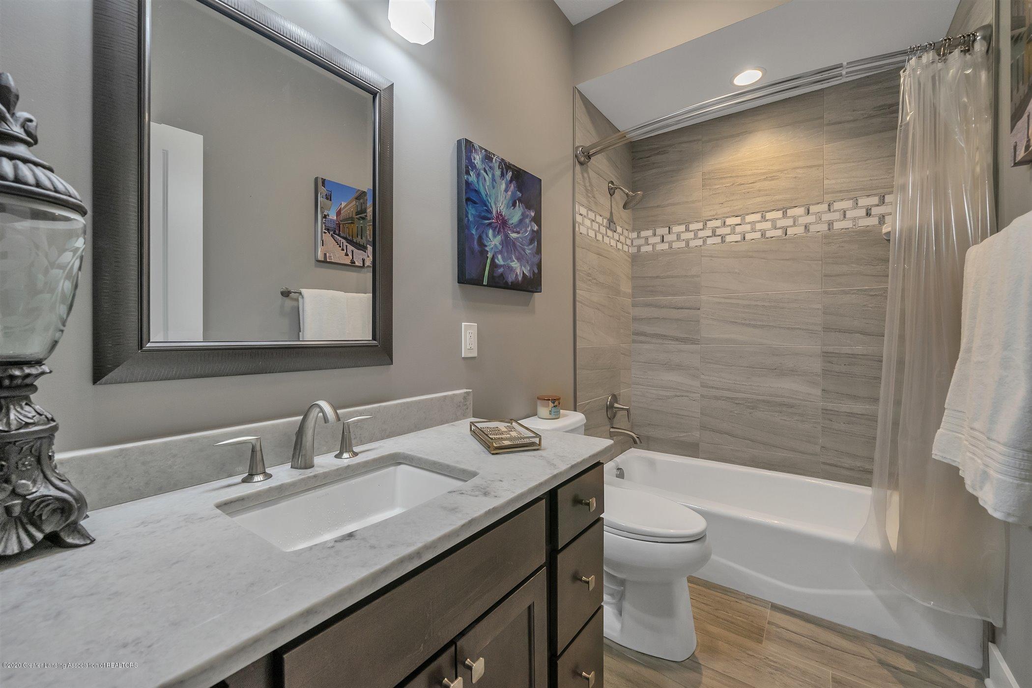 6090 Sleepy Hollow Ln - (28) MAIN FLOOR Guest Bathroom - 29