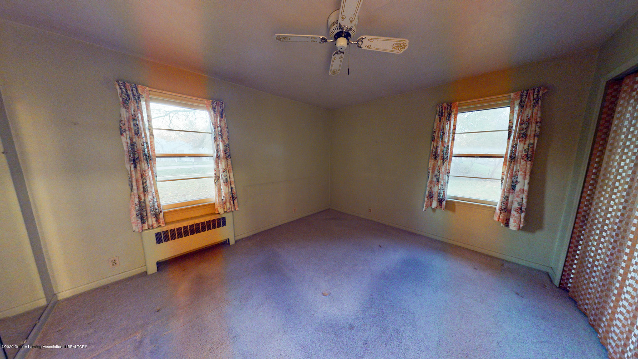 4538 Holt Rd - Living Room - 4