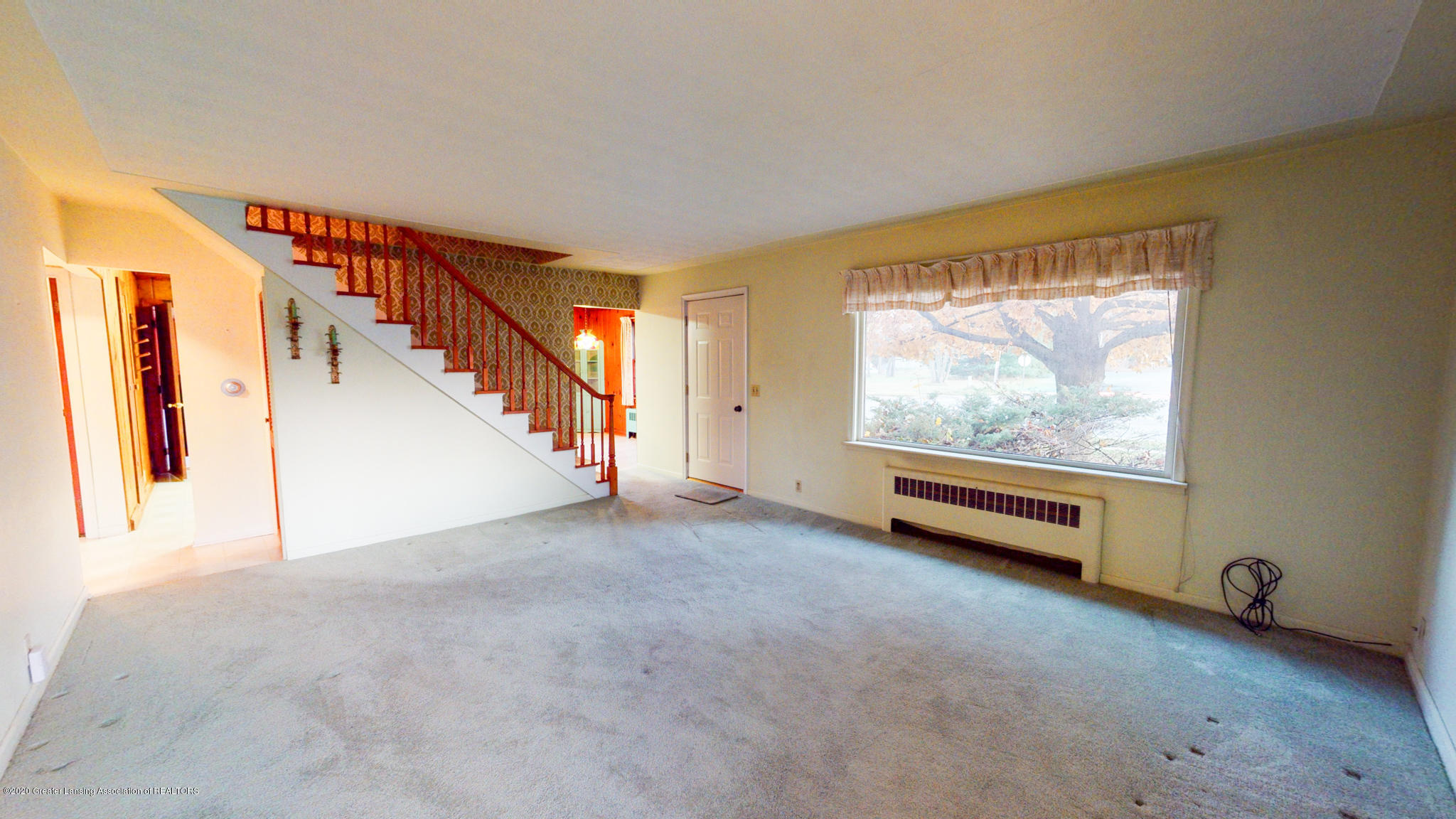 4538 Holt Rd - Living Room - 6
