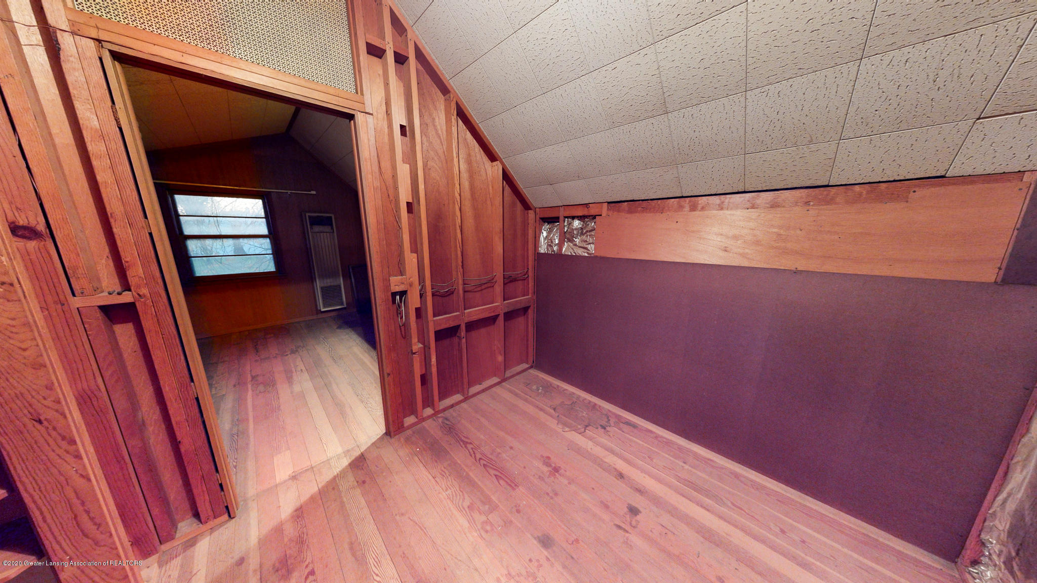 4538 Holt Rd - Upstairs landing - 10