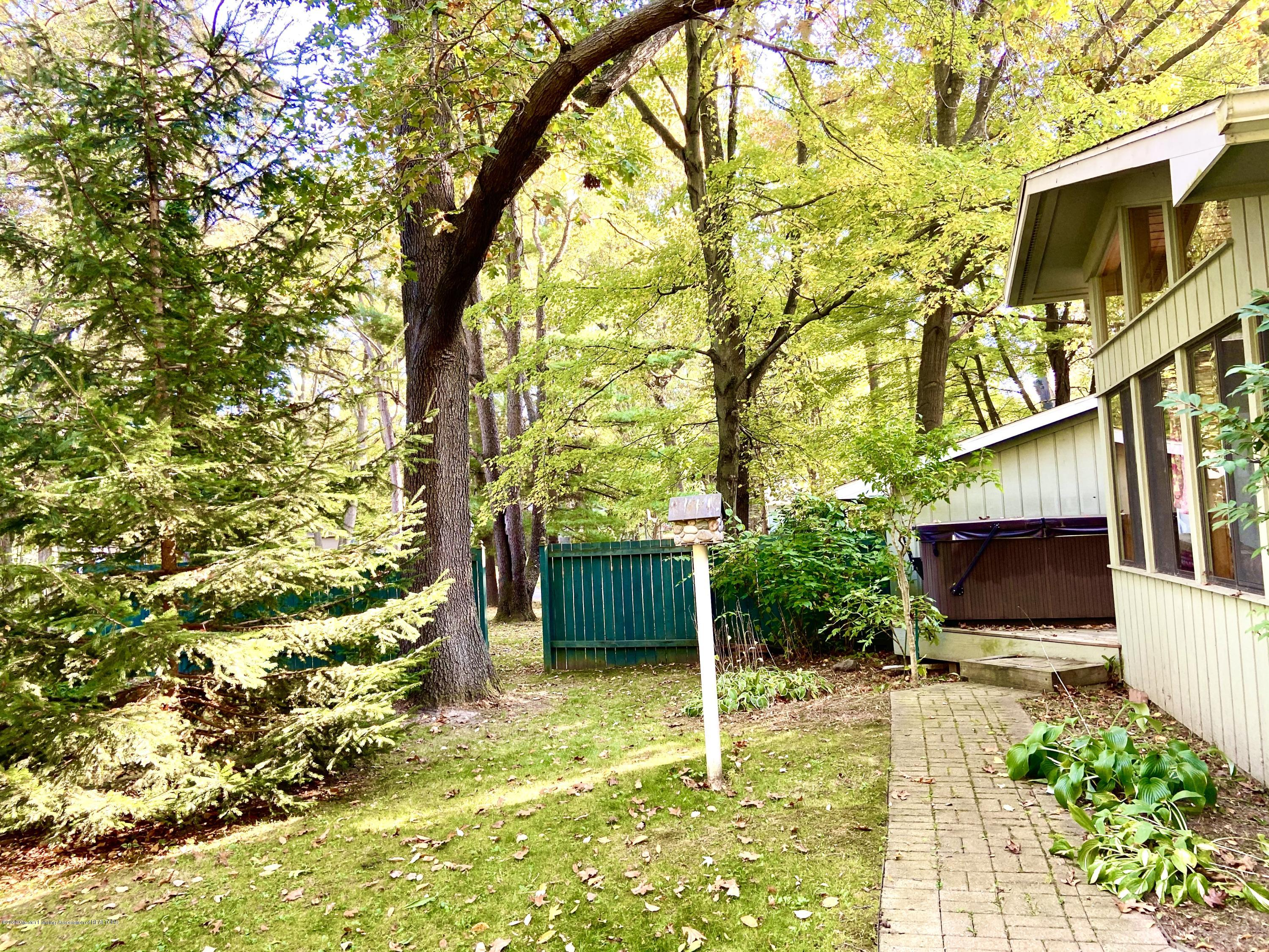 93 Agate Way - path to hot tub - 25