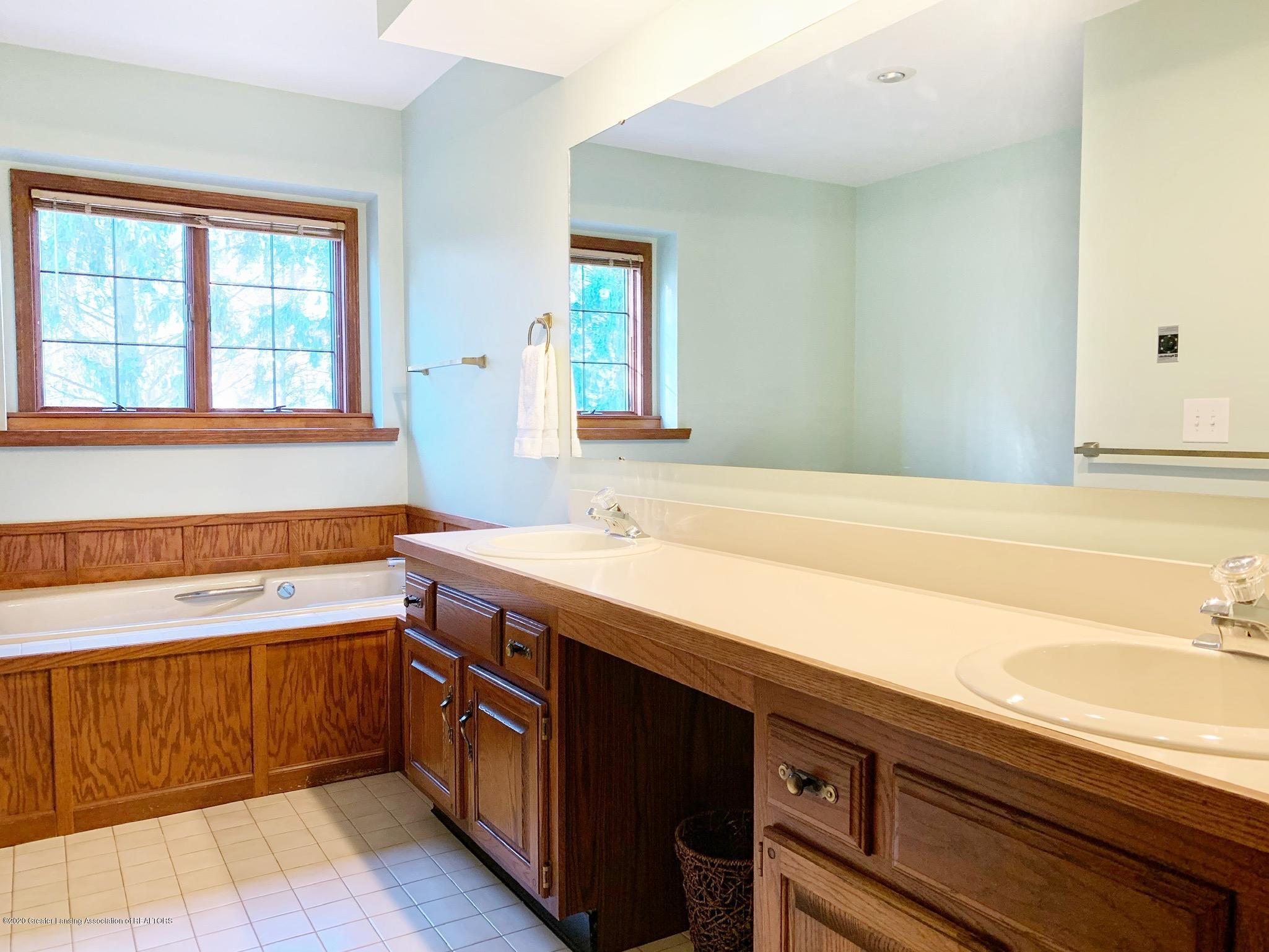 2139 Woodfield Rd - Bathroom - 13