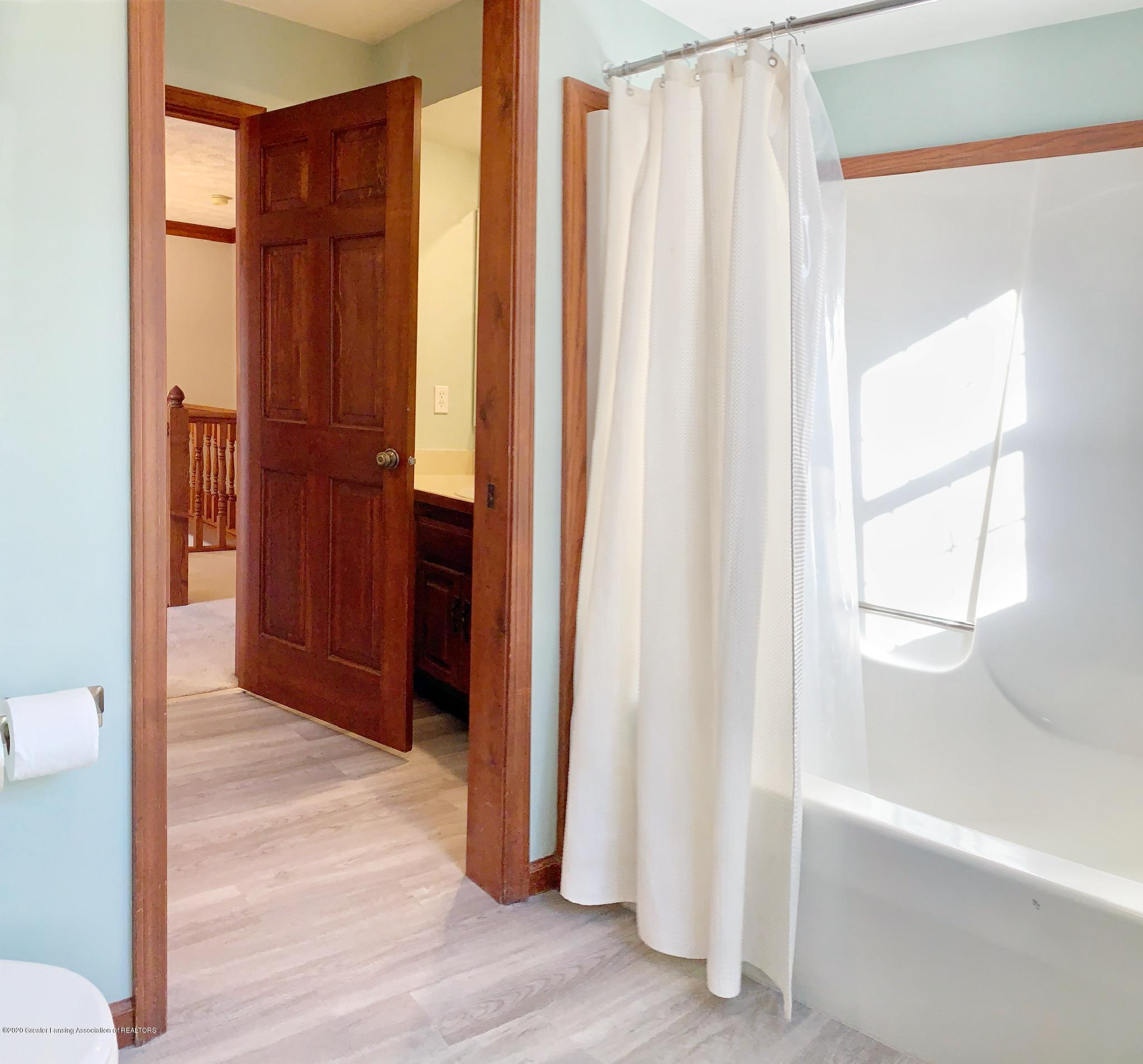 2139 Woodfield Rd - Bathroom - 19