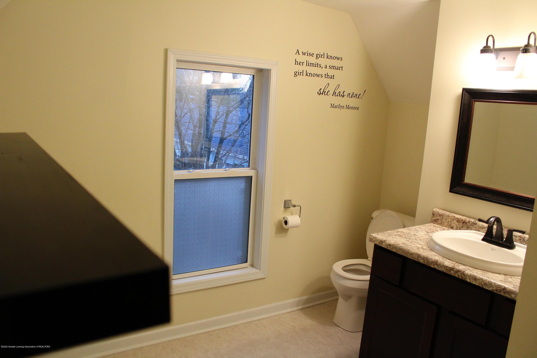 901 N Cochran Ave - 15 Bathroom level 2 - 15