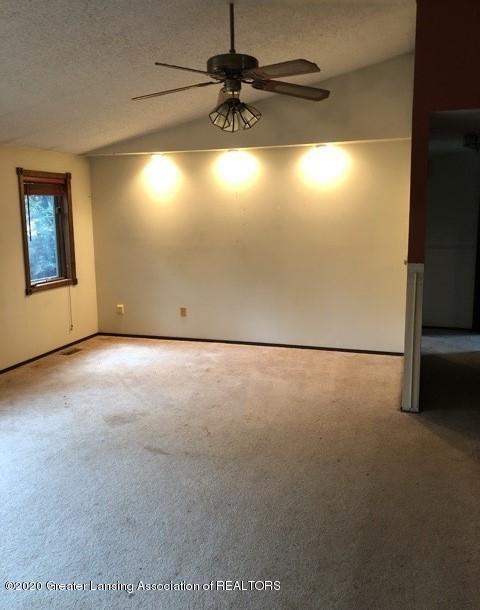 9349 Wilson Rd - Living room2 - 3