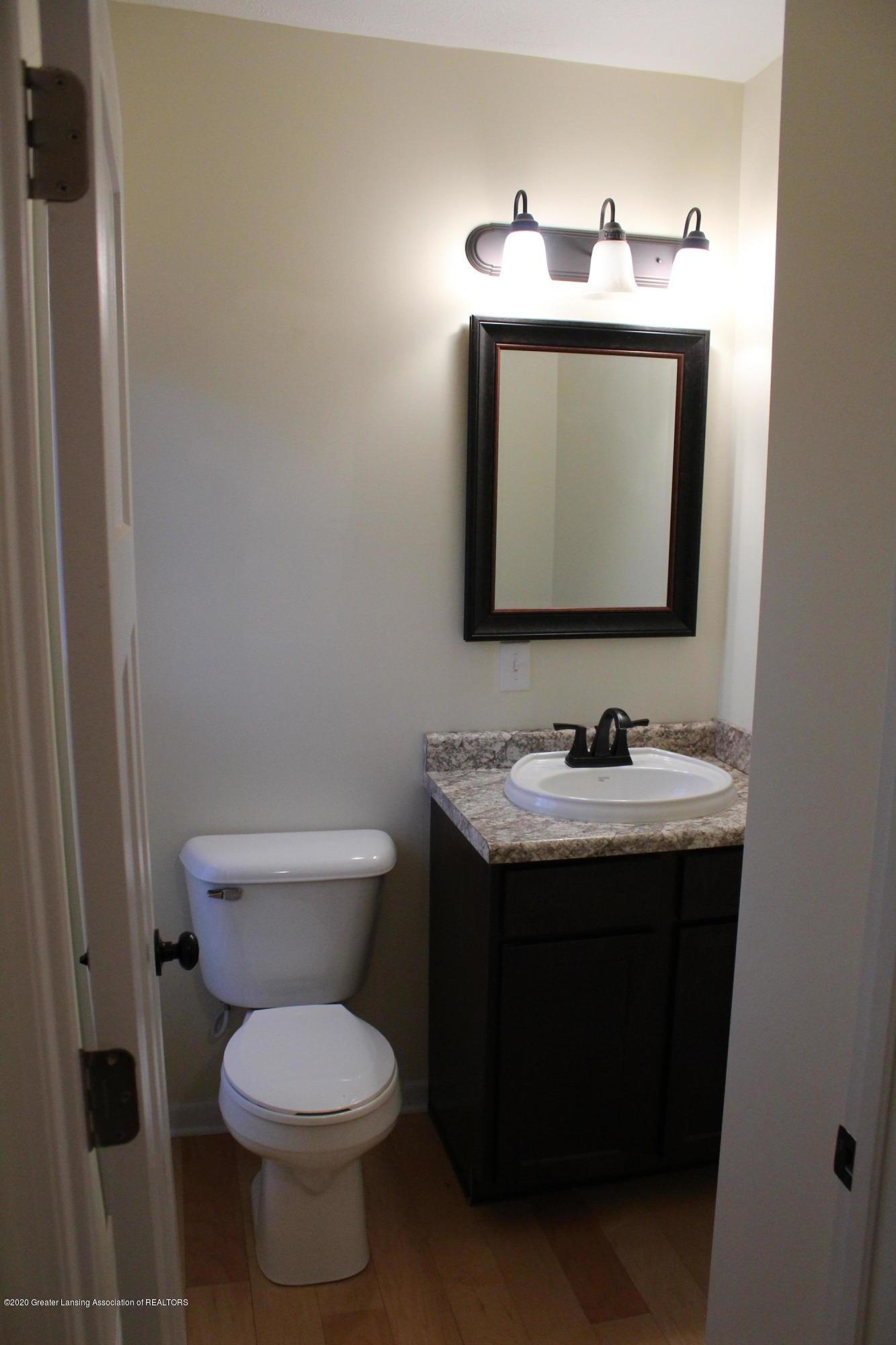 901 N Cochran Ave - 4 Level 1 bathroom - 4