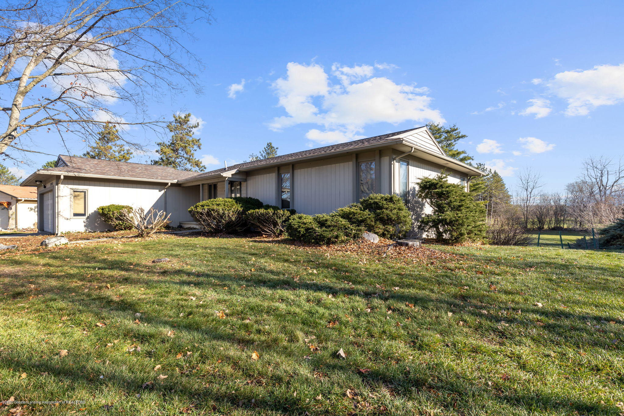 3944 Jonquil Ln - Side View - 33