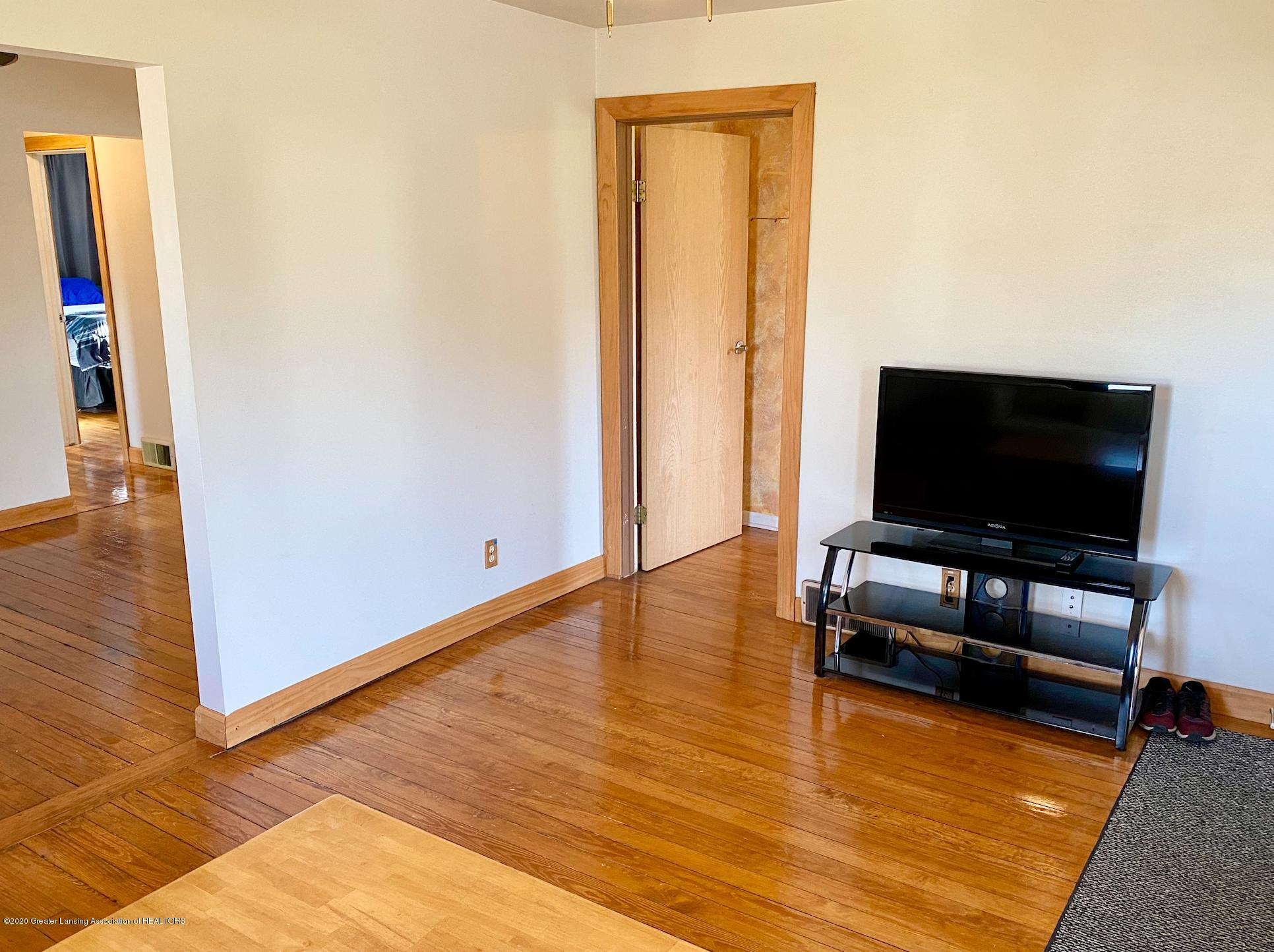 1505 Guenther Ave - Living Room - 6