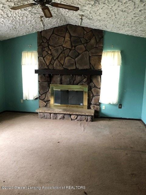 7757 Riverview St - Living Room - 2
